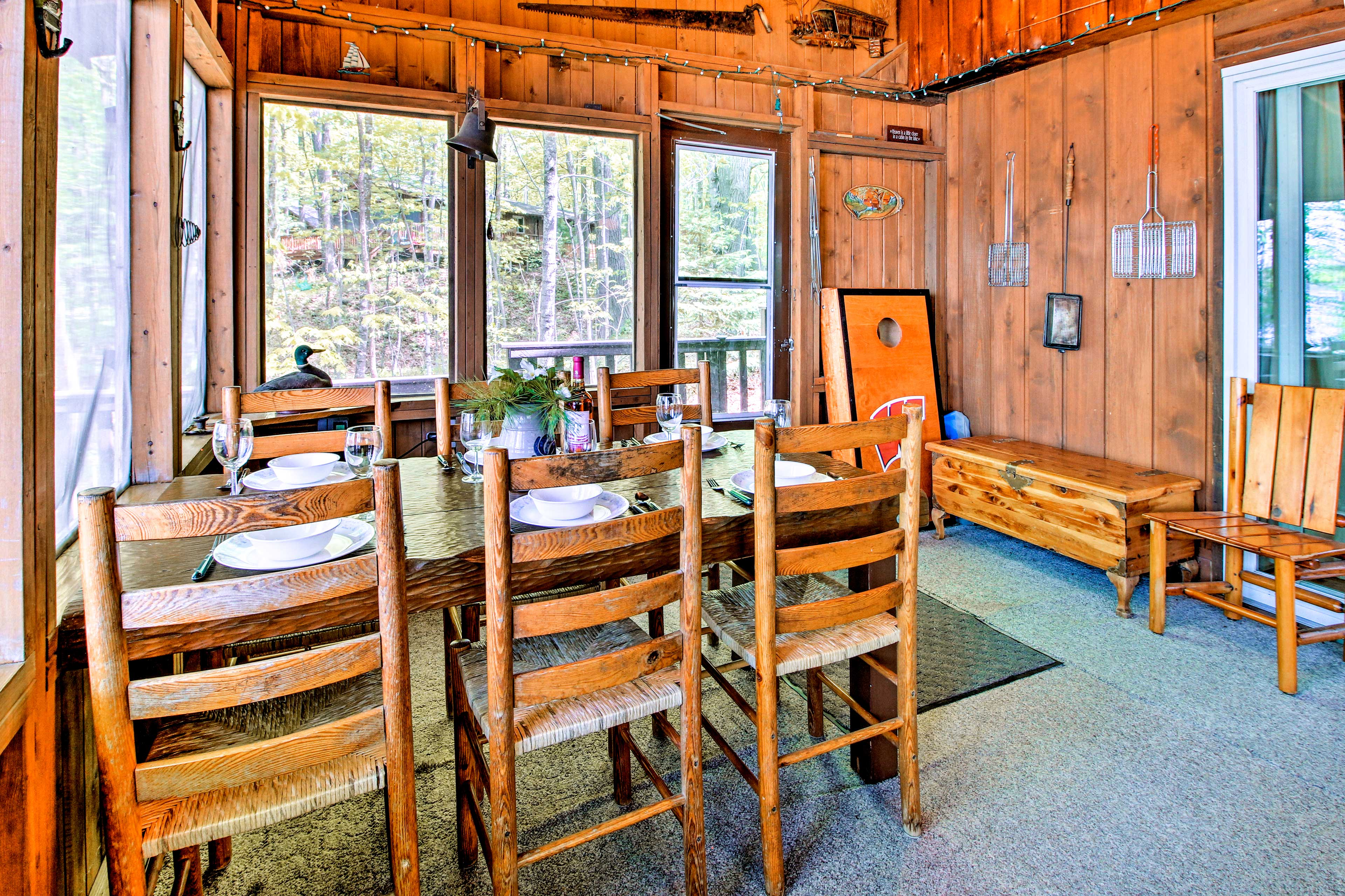 Dine with lake views at this table for 6.