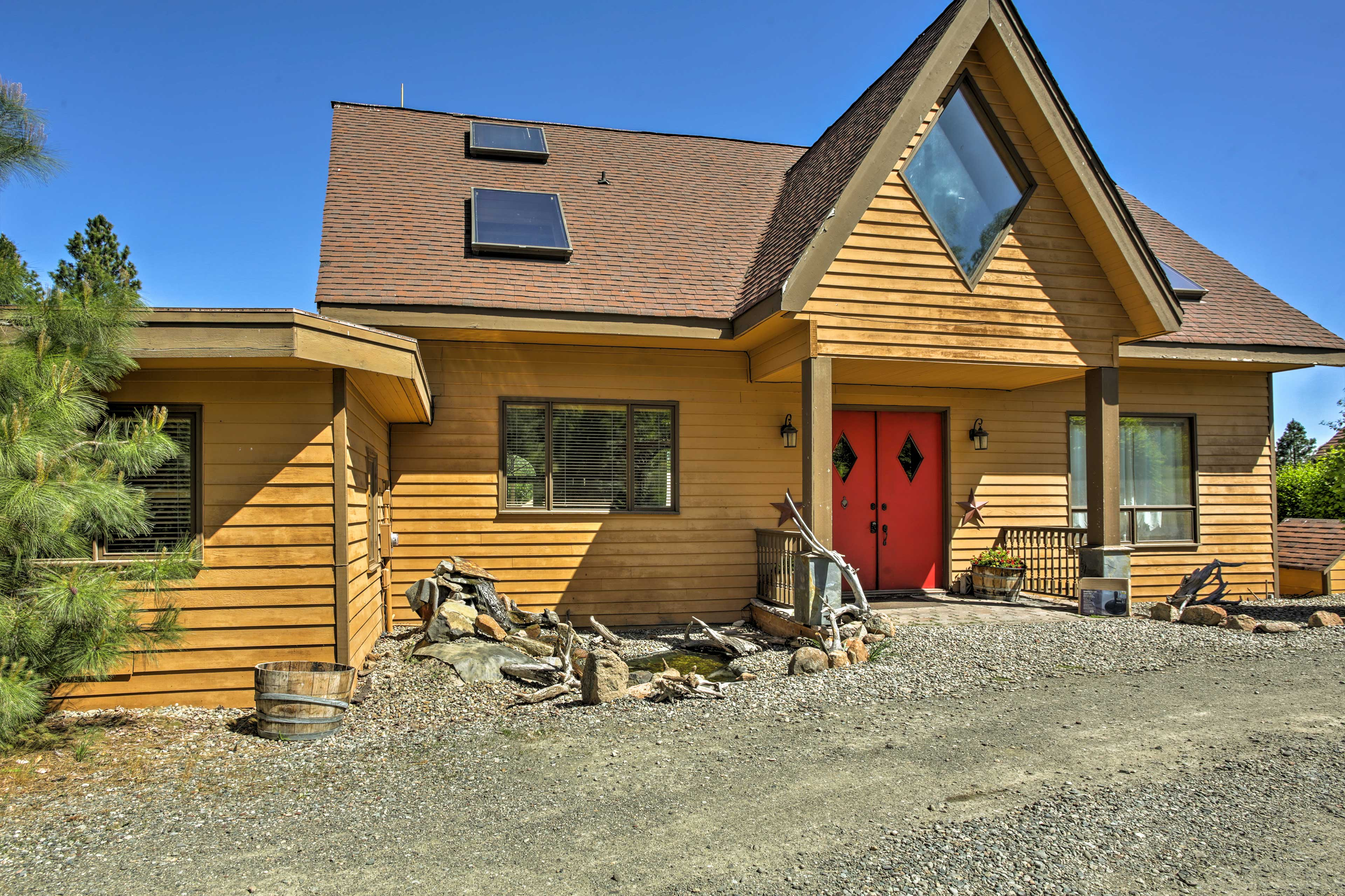 'Big House Lodge' awaits your next family reunion in the Cascade Mountains.