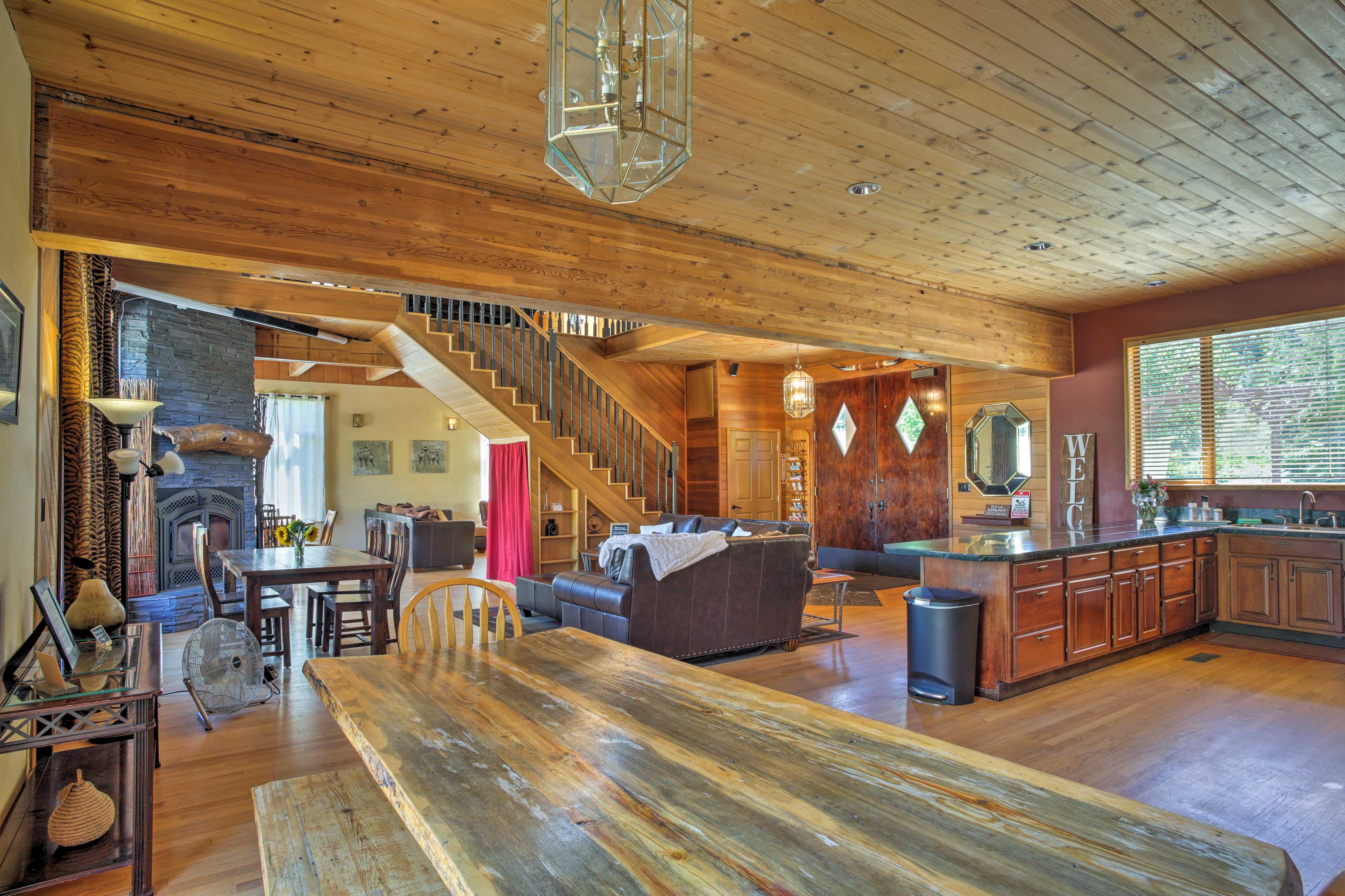 An open floor plan & hardwood details make this a luxurious getaway.