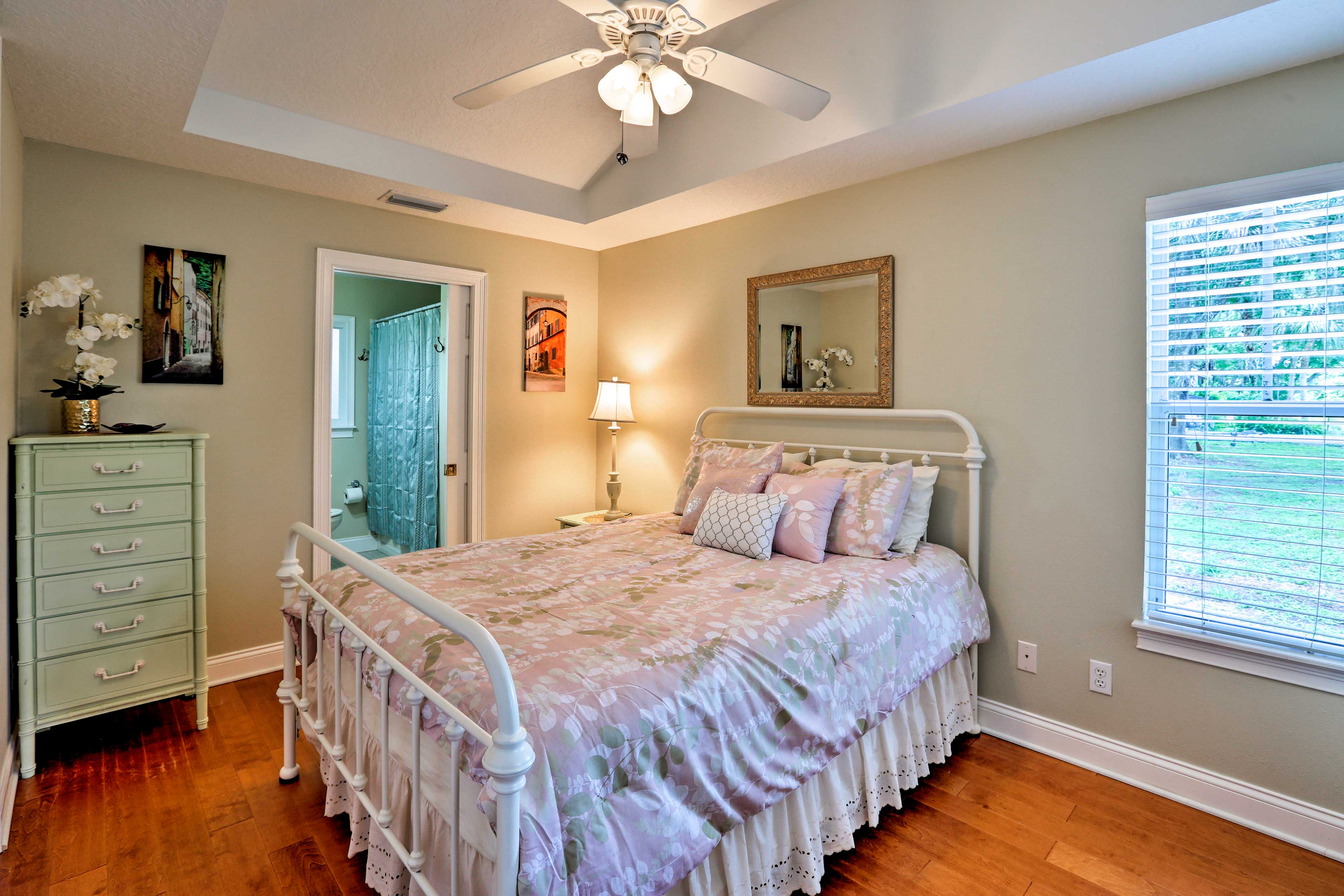 This queen bedroom is a dream come true.