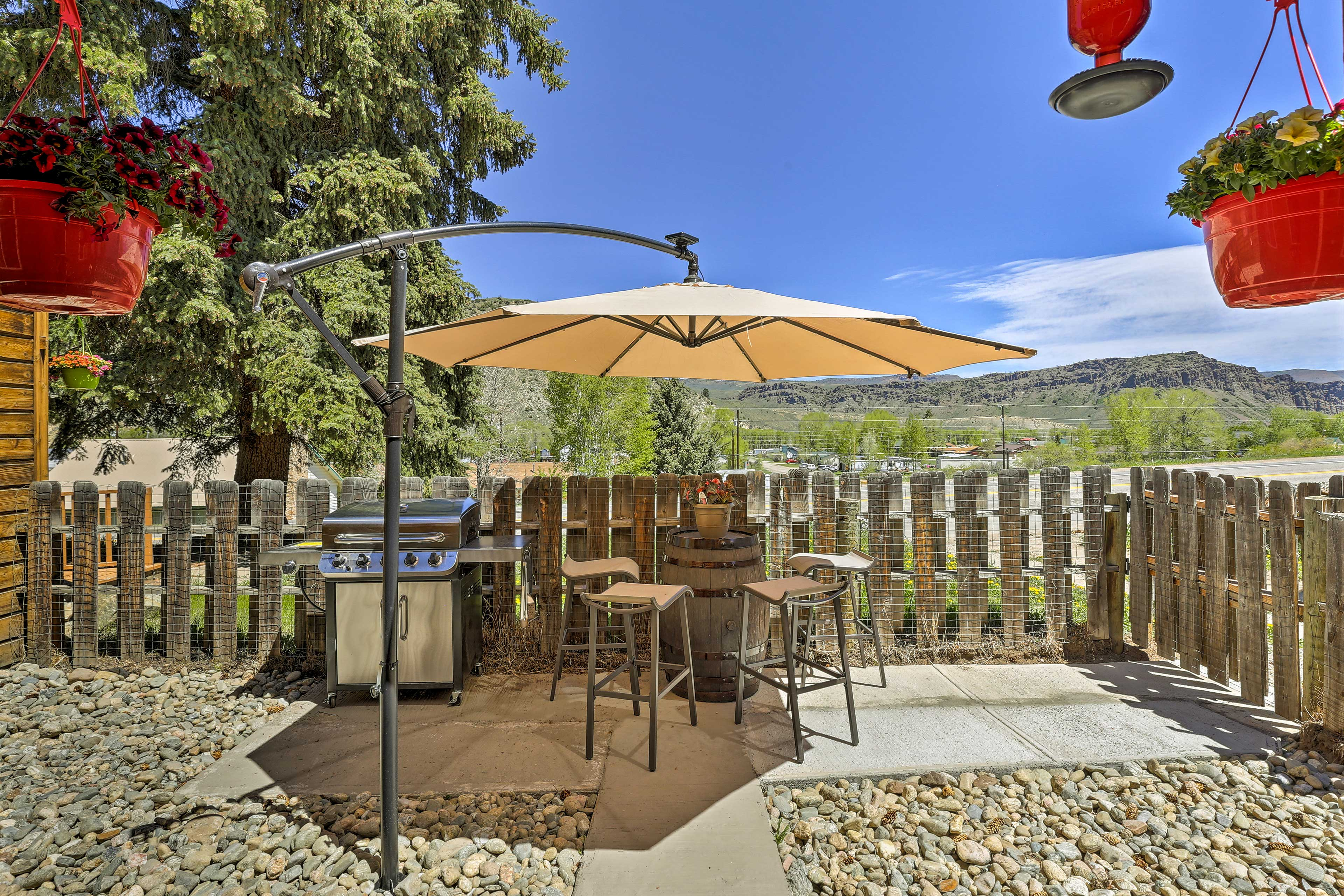 Escape to the Rockies and stay at this quaint vacation rental cottage!