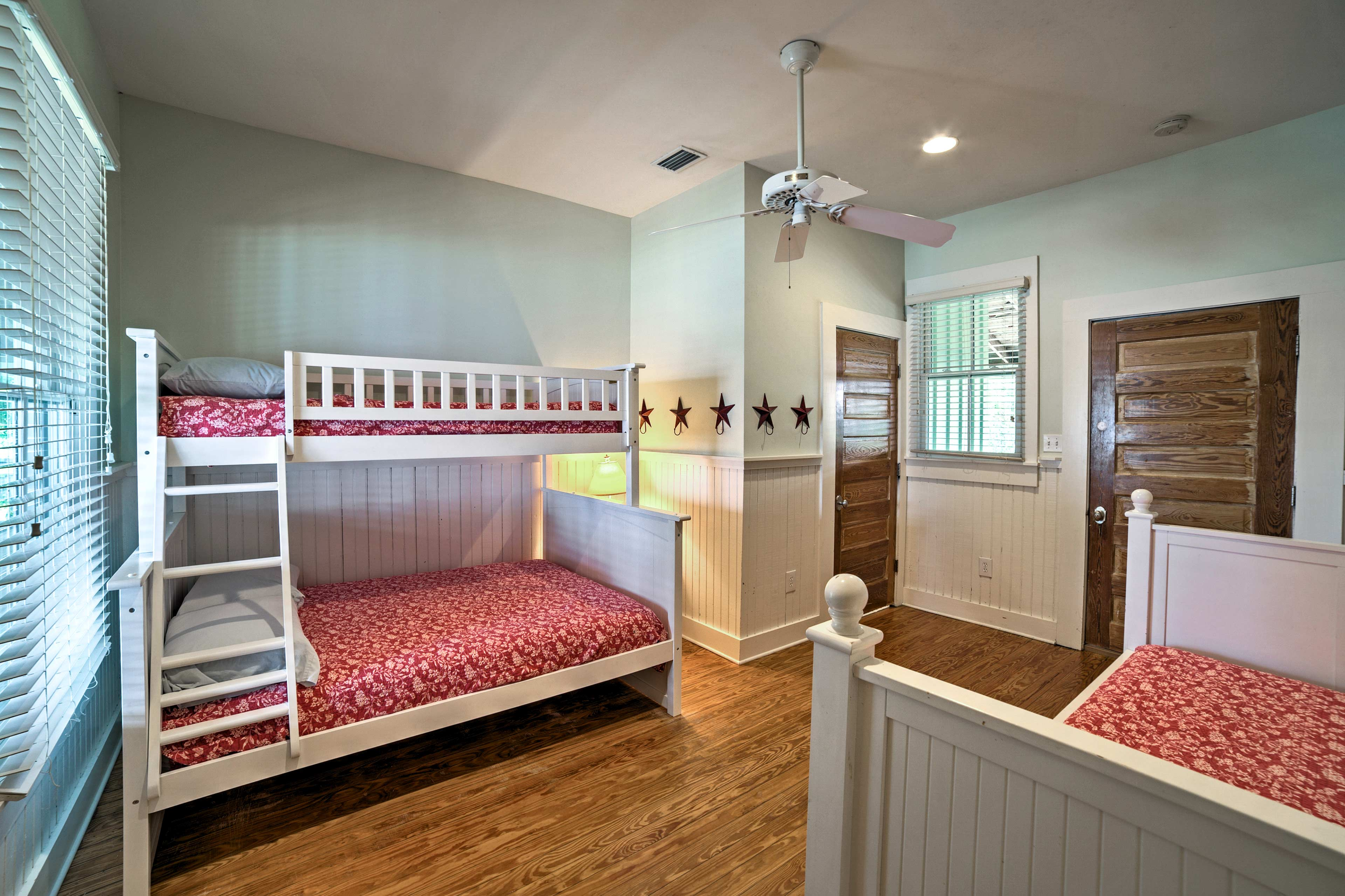 Up to 5 young ones can sleep in this bedroom.