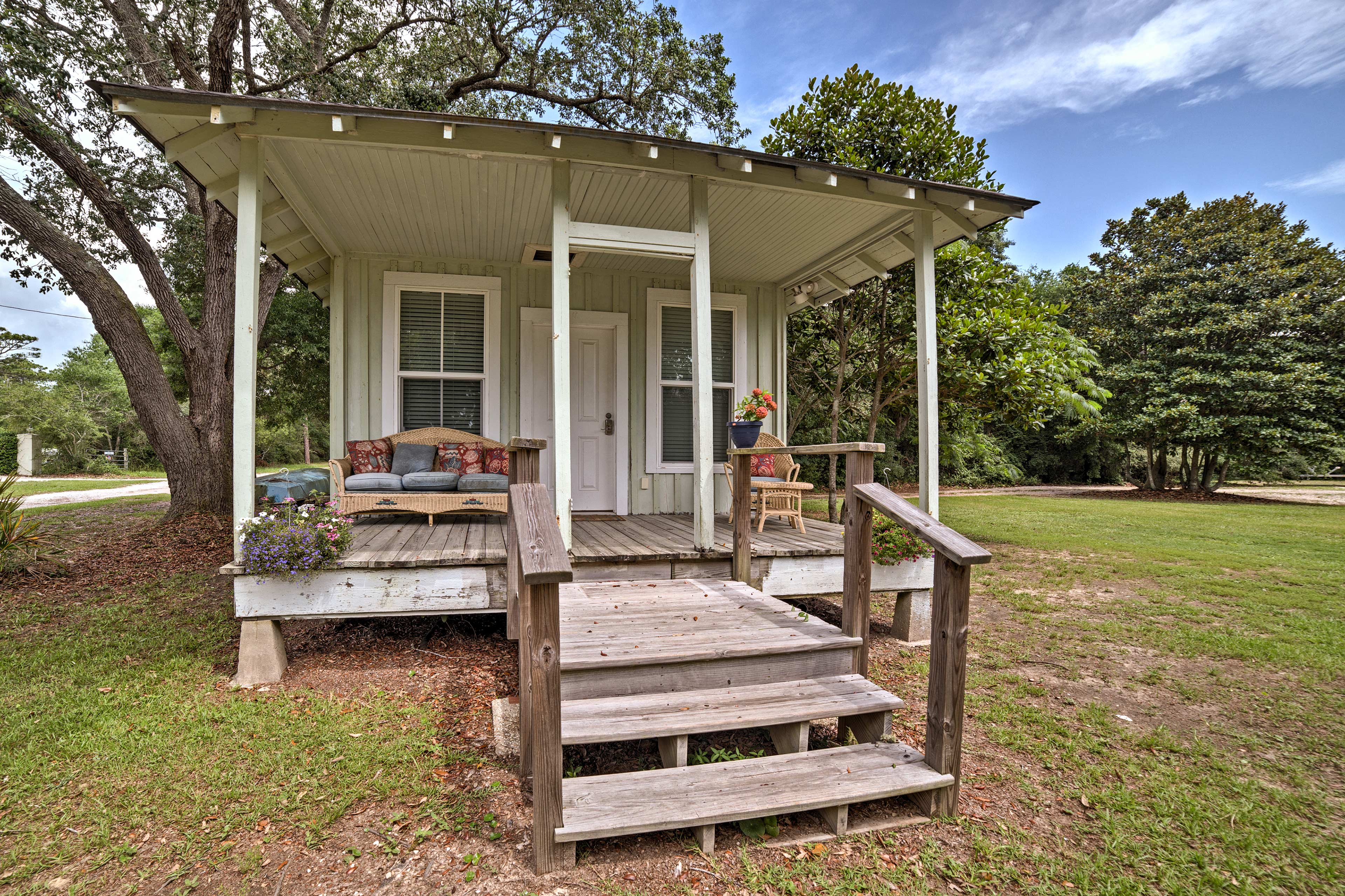 Those seeking more privacy can claim the detached guest house at night.