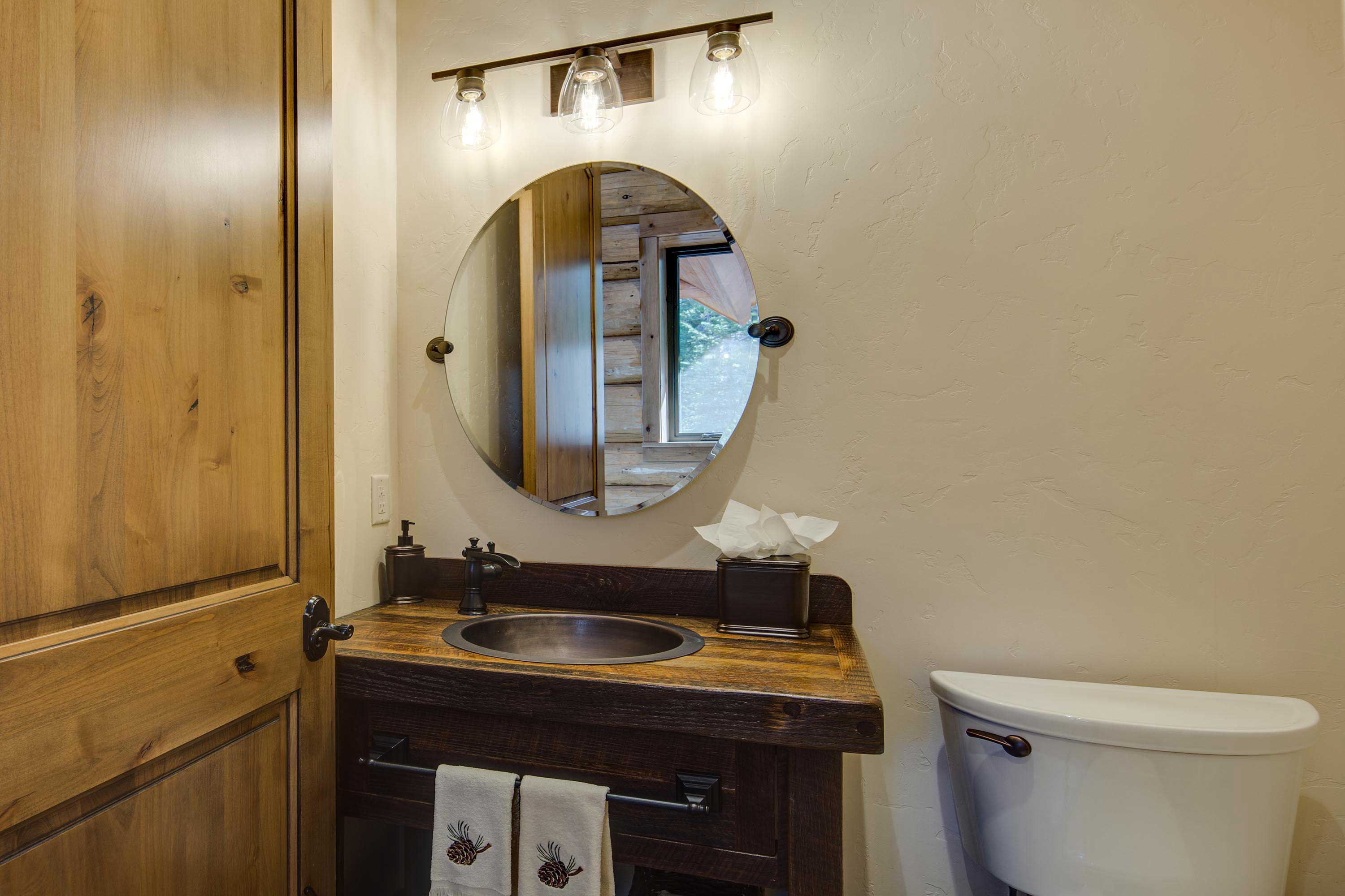 This powder room is endlessly convenient.