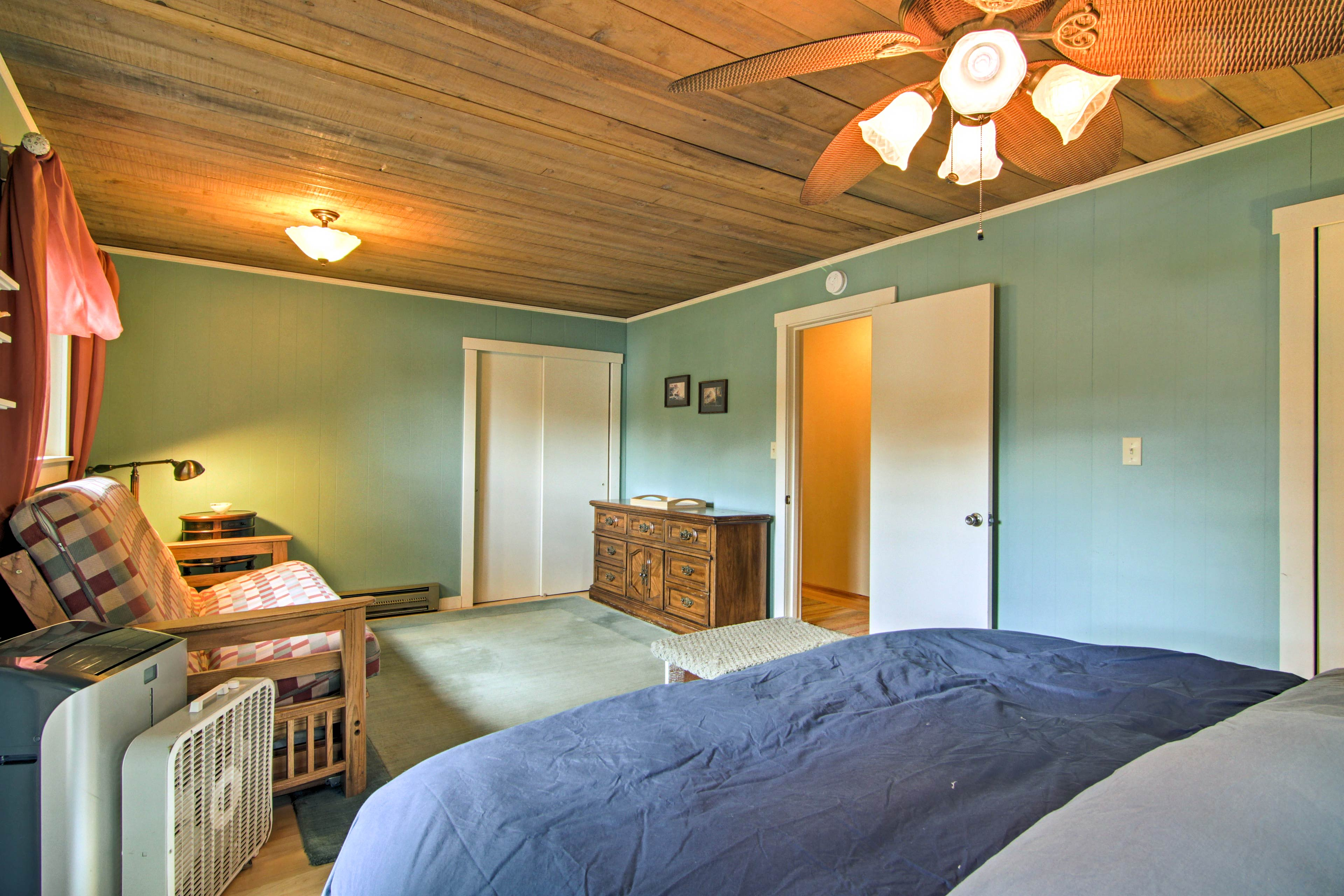 Sleep 4 in the master bedroom with a king-sized bed and queen-sized futon.