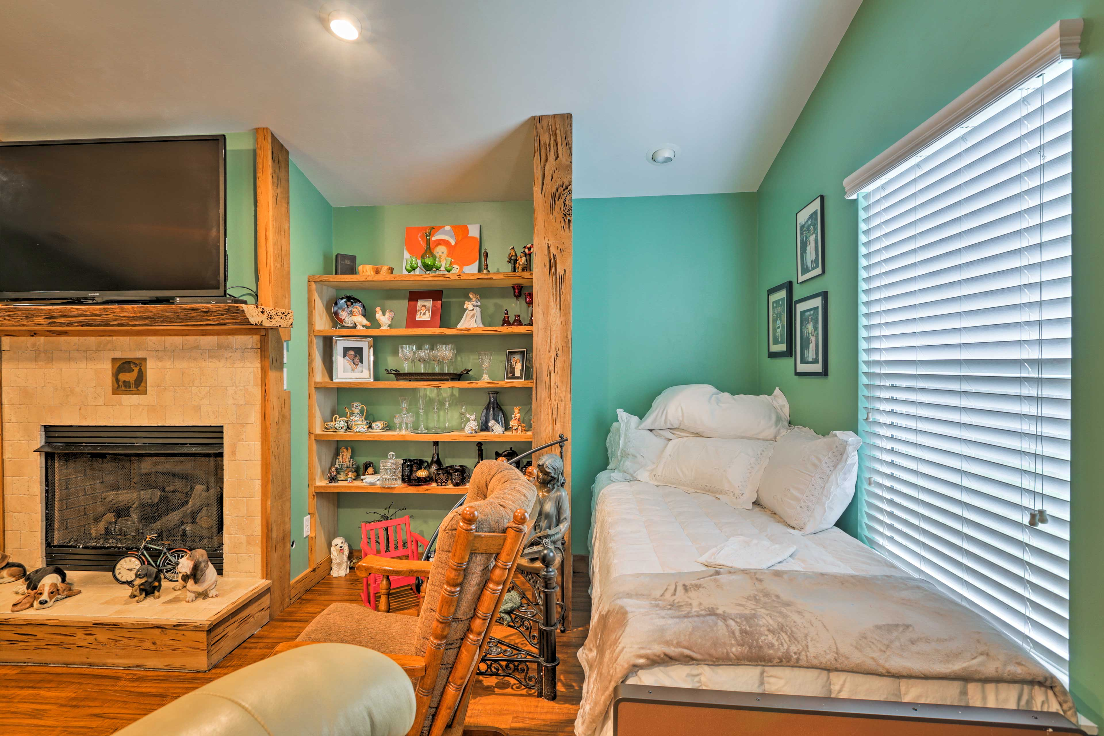 The living area hosts a daybed, flat-screen Smart TV and gas fireplace.