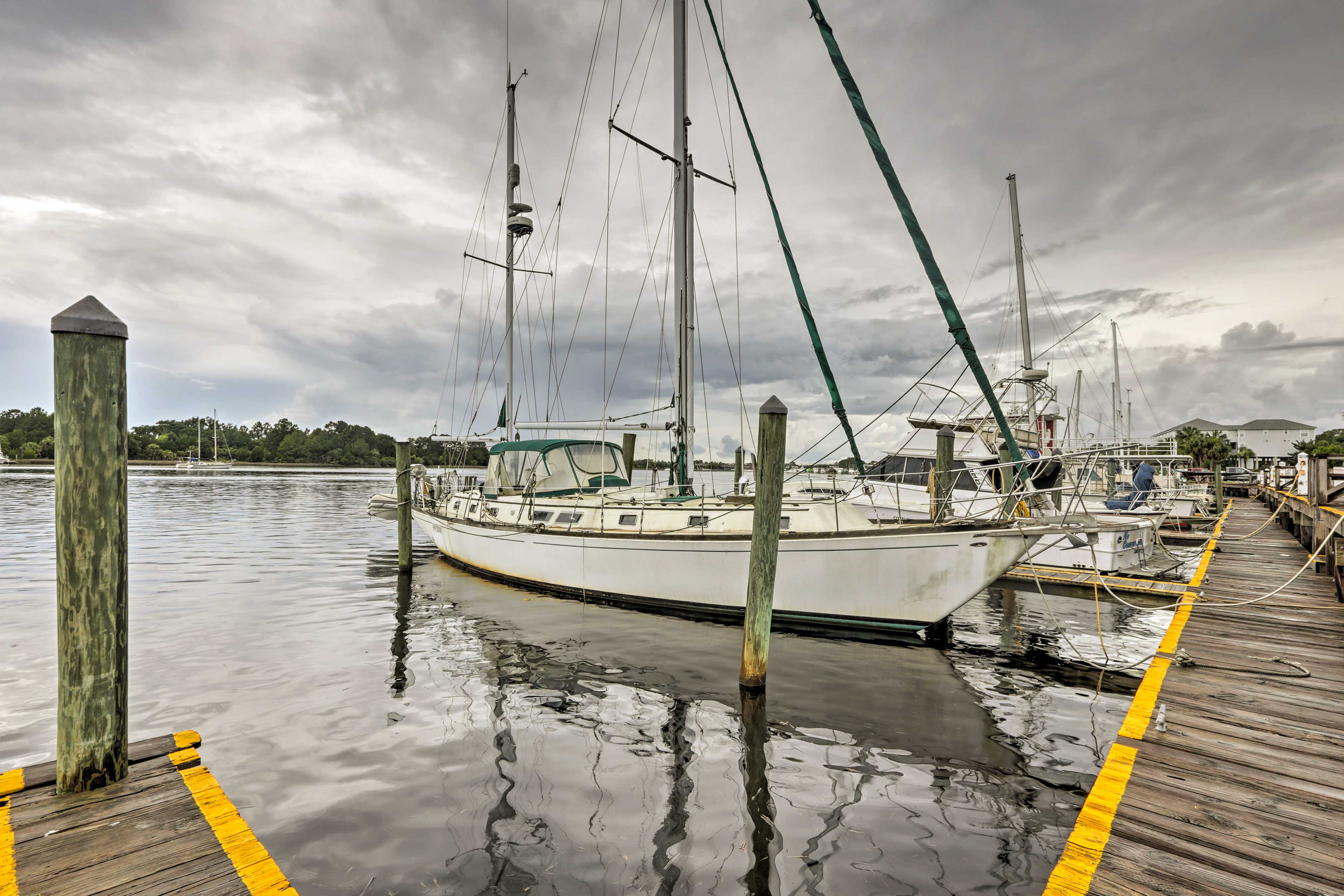 The marina is just a 7-minute walk away!