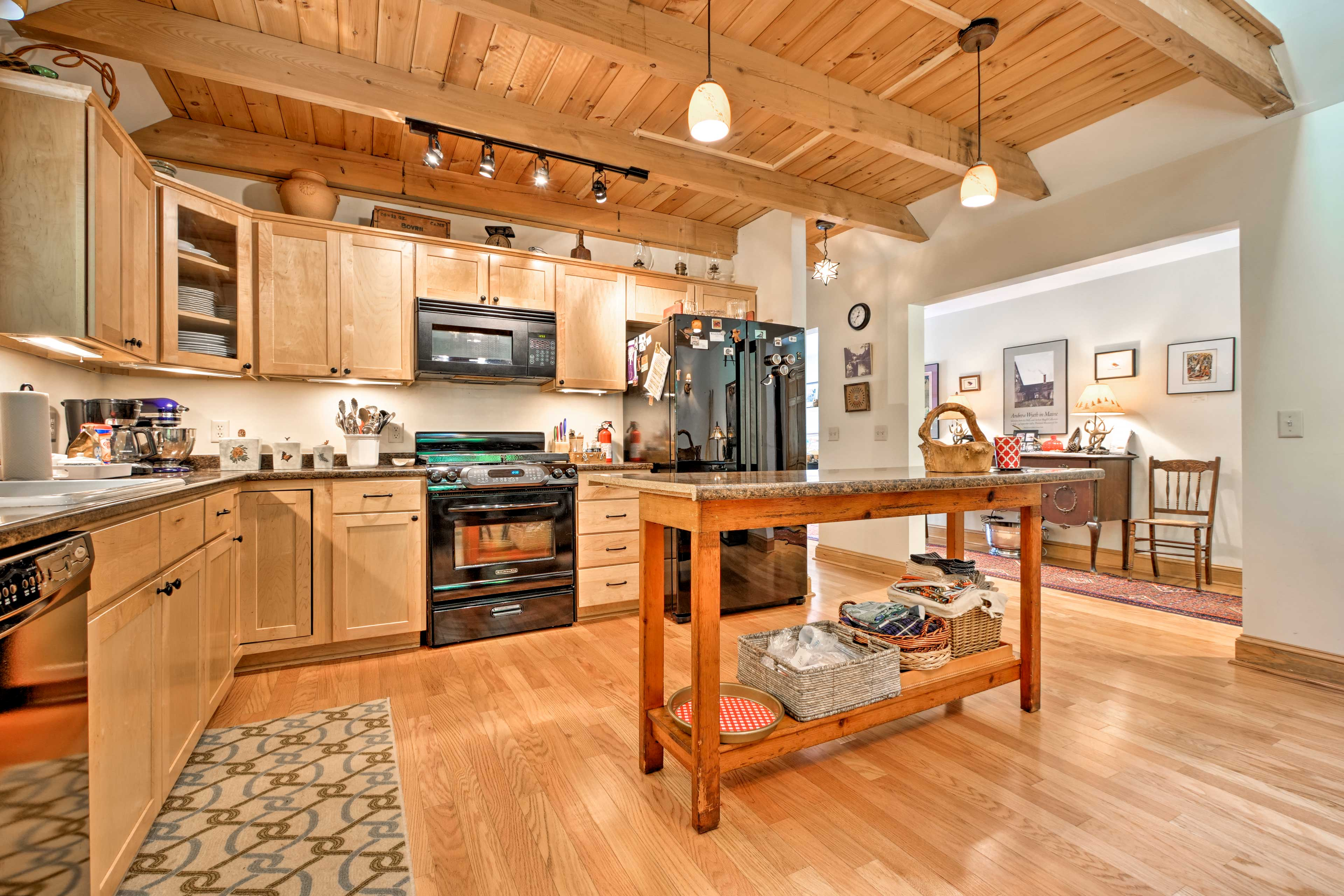 Prepare delicious feasts for your family in the fully equipped kitchen.