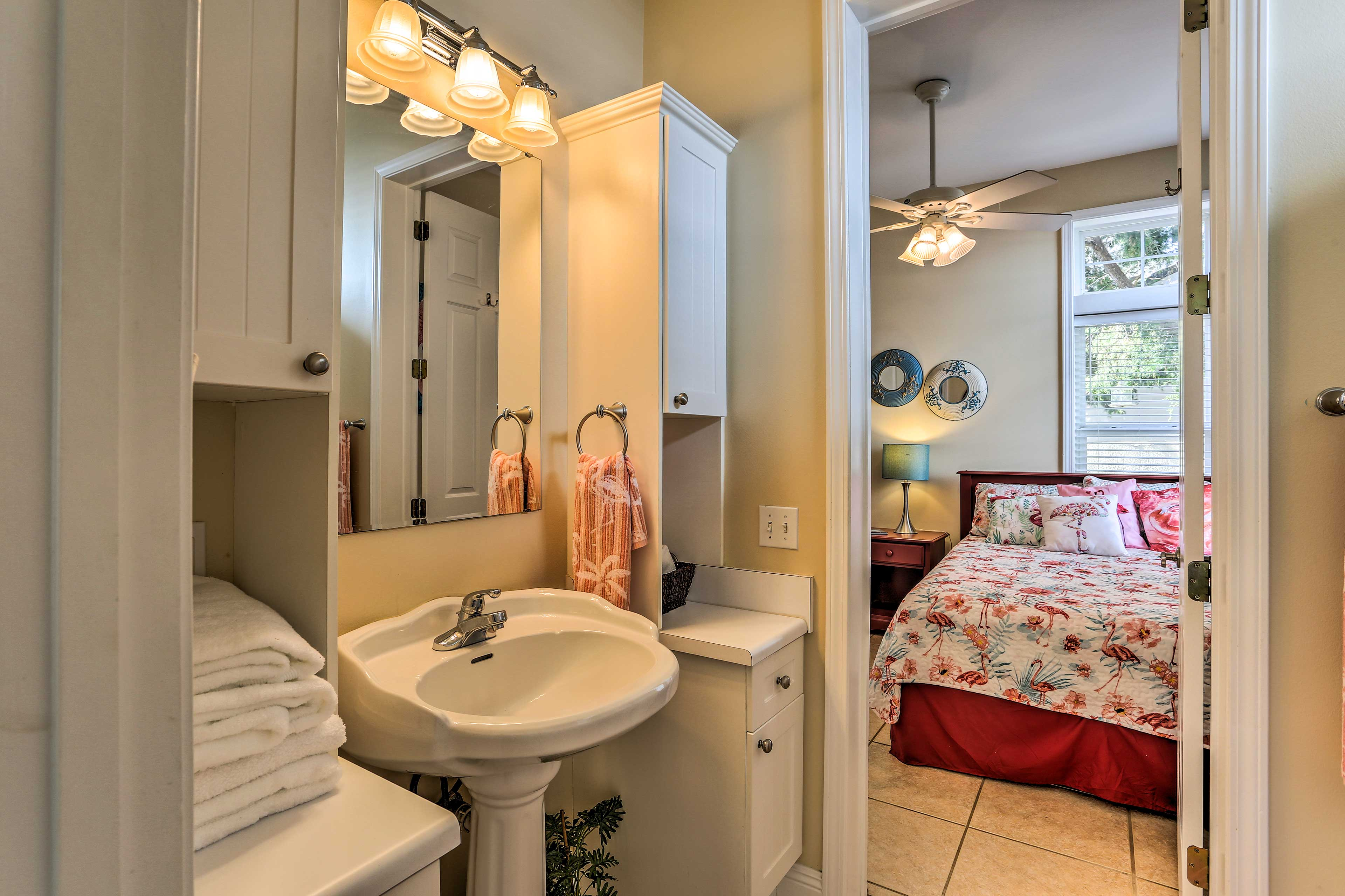 This en-suite bathroom makes it convenient to go in the middle of the ngiht.