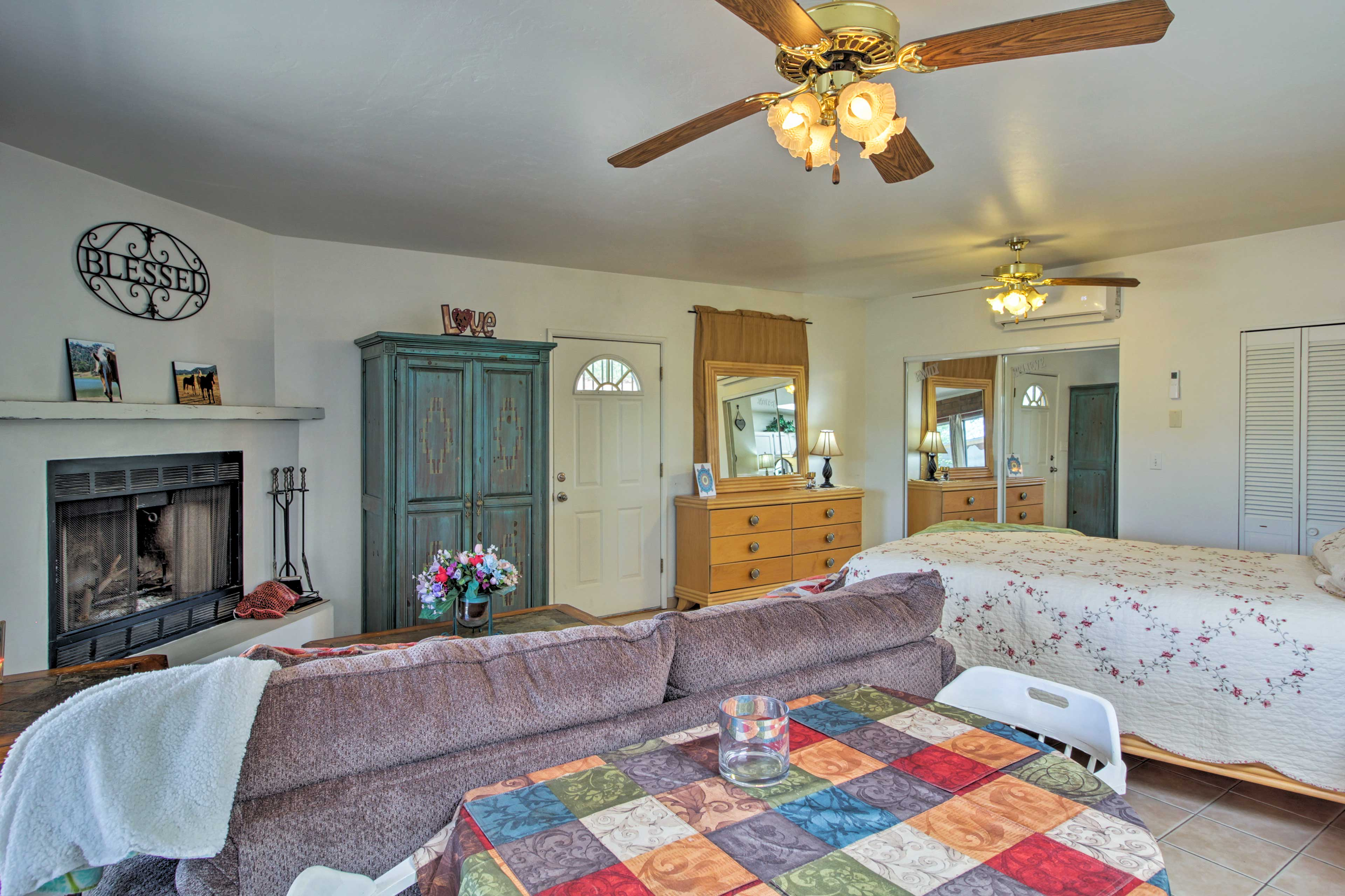 Ceiling fans and central AC keep you cool on hot afternoons.