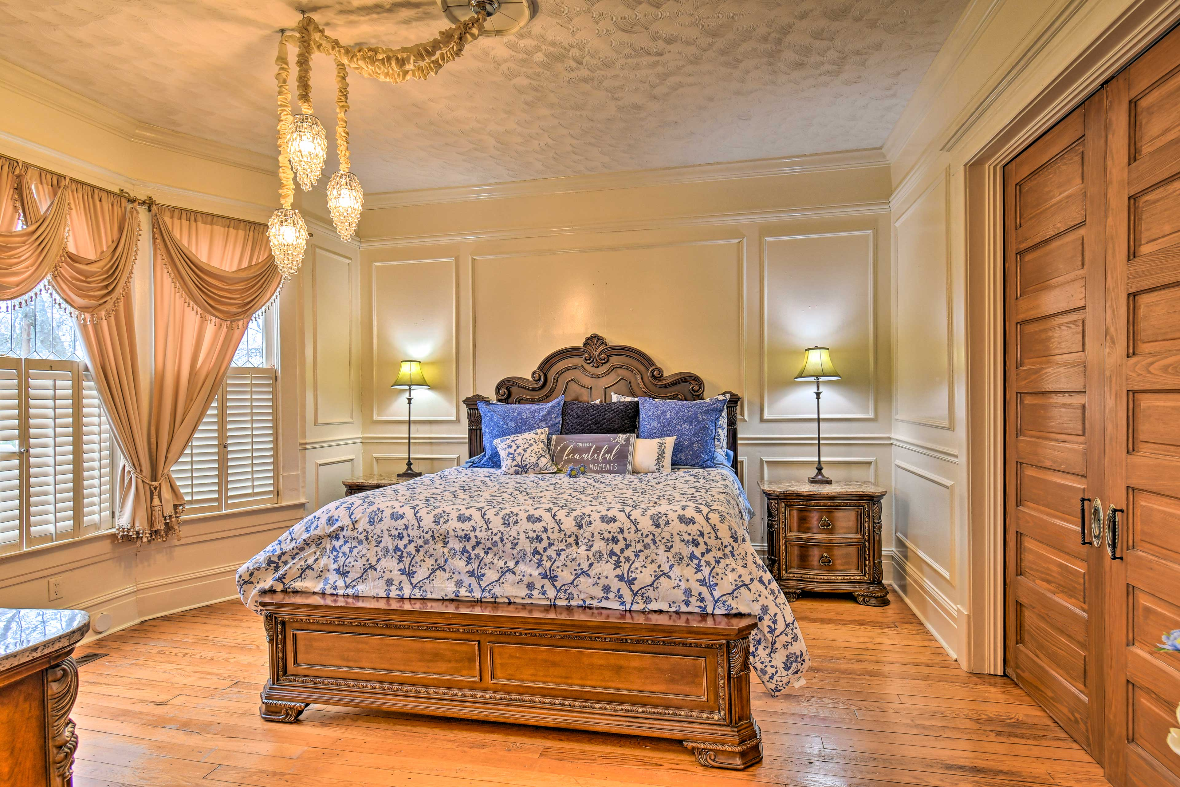 Two guests can claim the king bed!