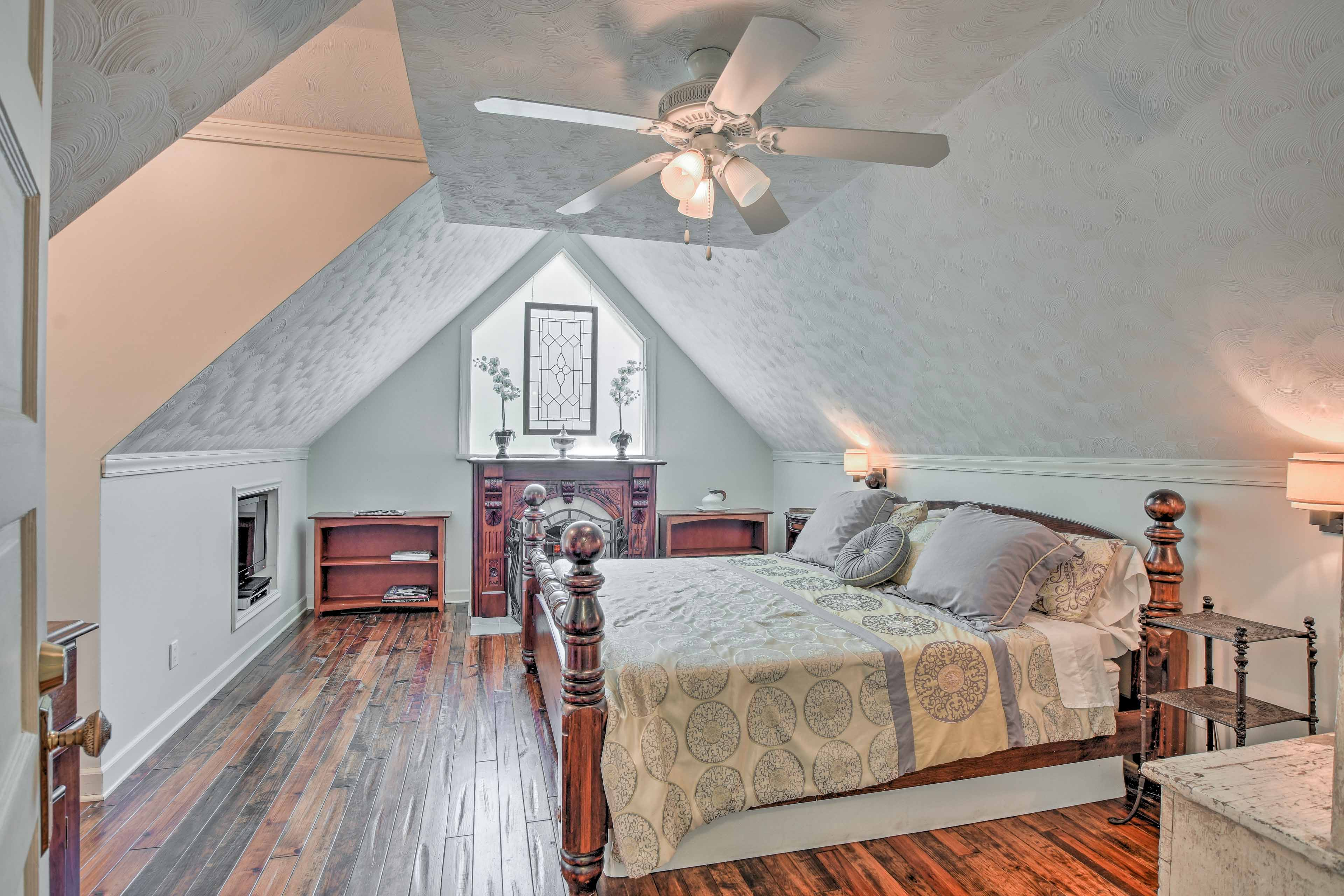 The second bedroom provides a 4-poster queen bed for 2.