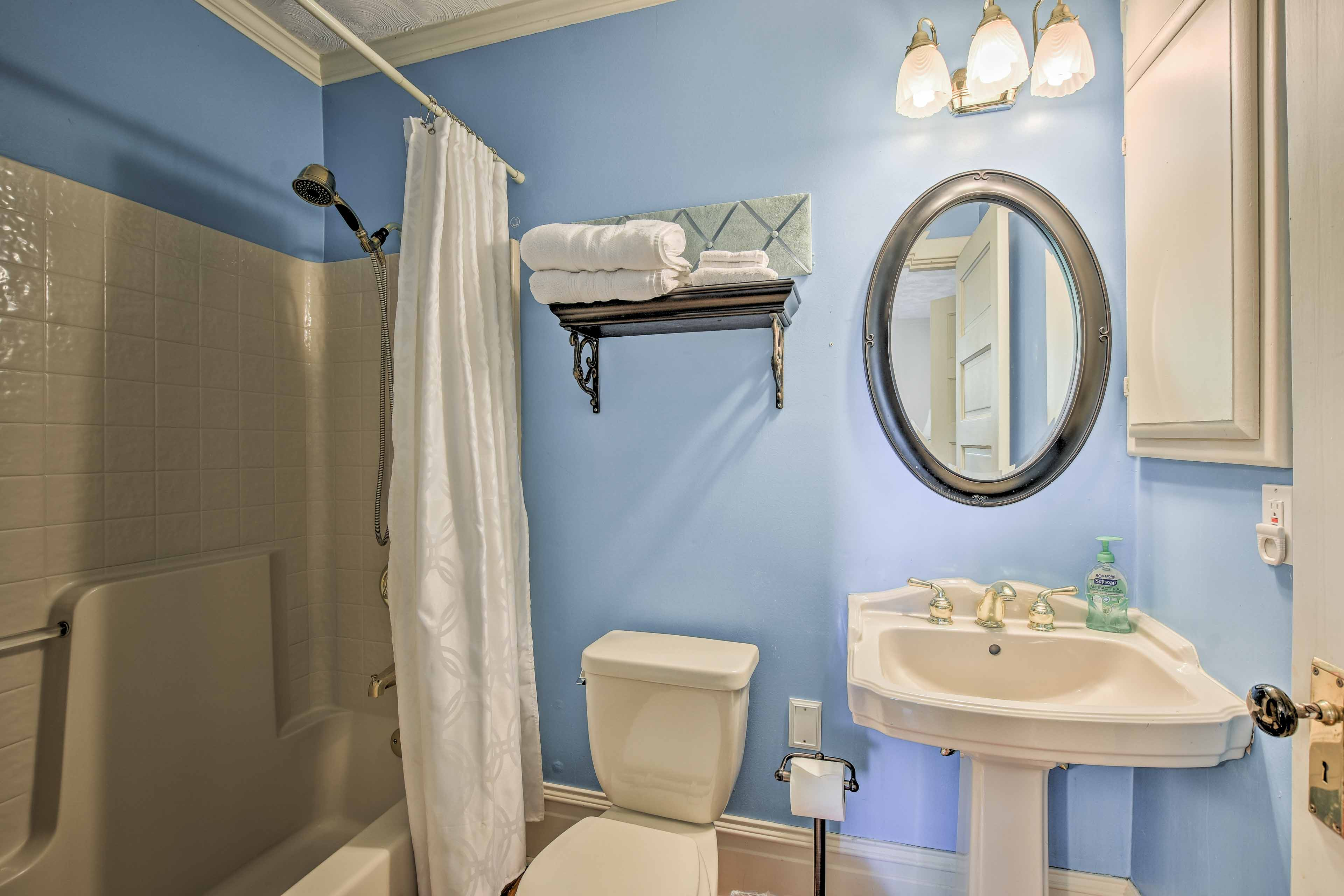Freshen up for a night on the town in this full bathroom.