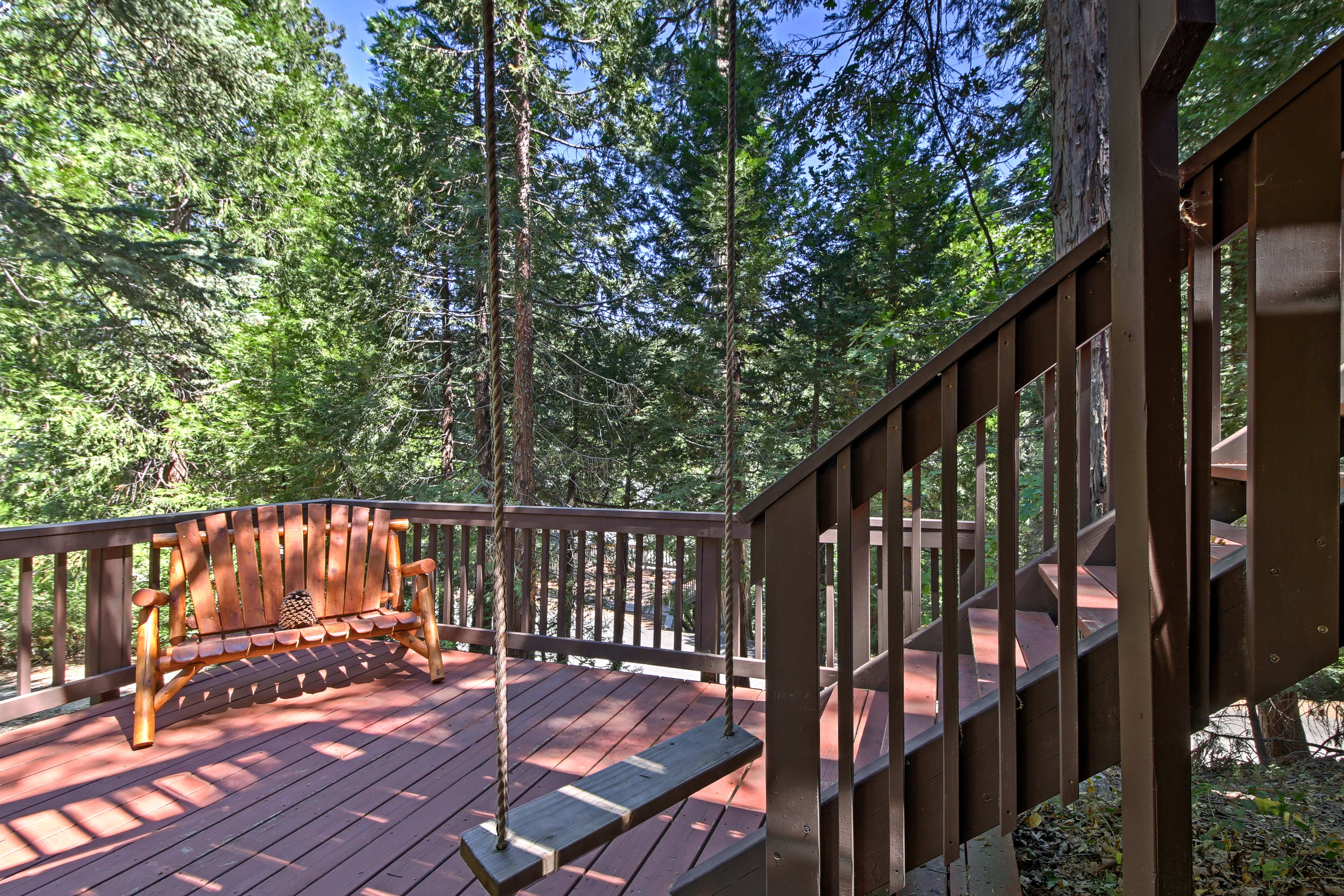 Tall pine and cedar trees create a mountain retreat for 12 guests to enjoy.