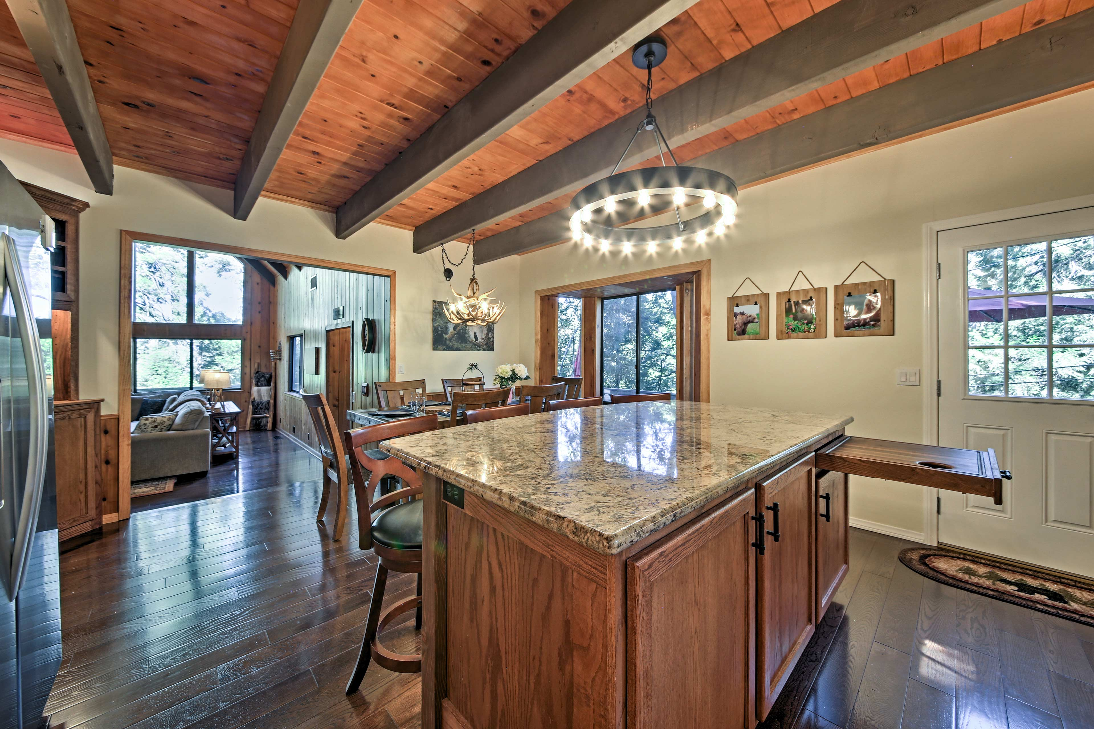 The full equipped gourmet kitchen hosts granite counters and a breakfast bar.