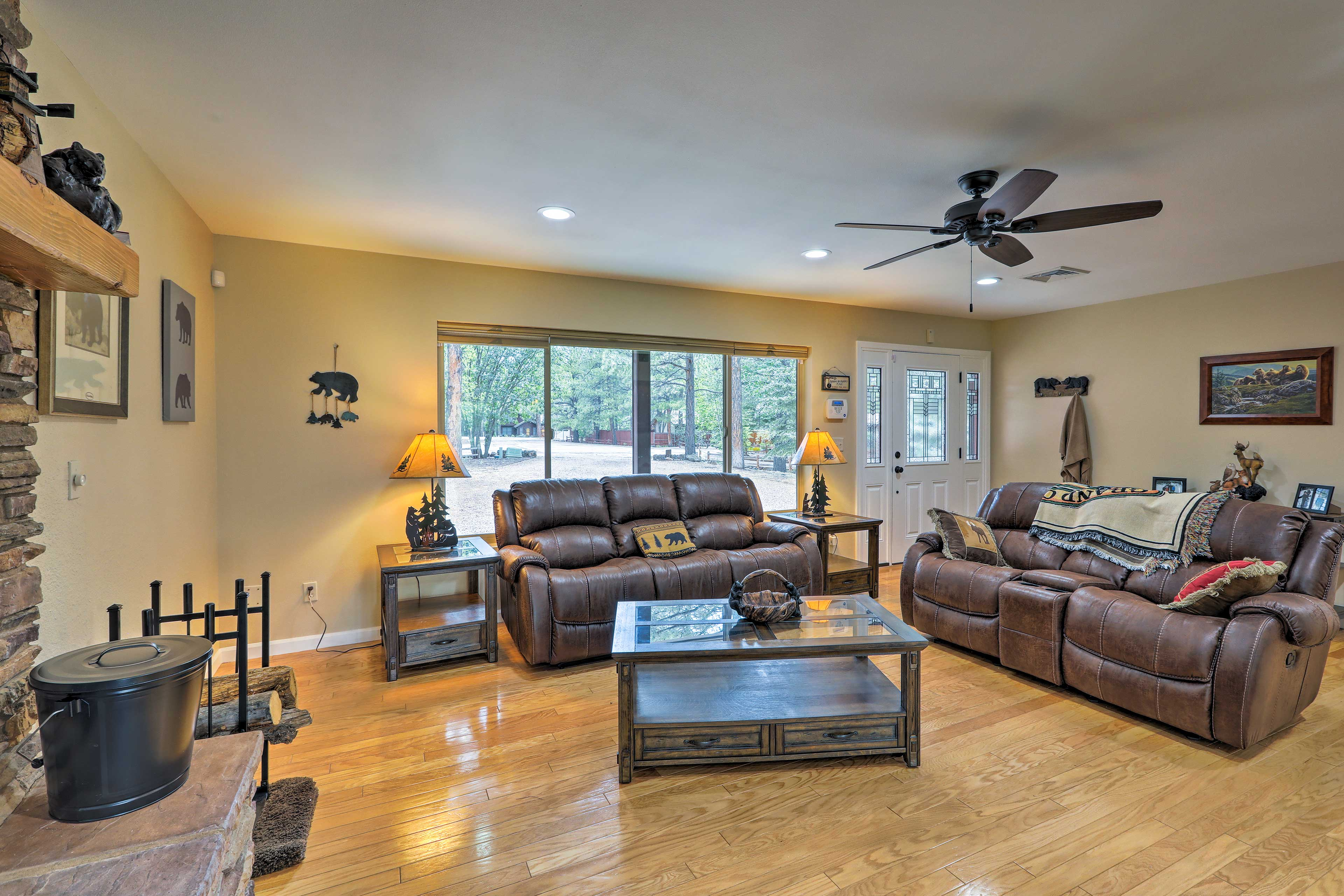 Walk to the golf course, restaurants, and equestrian center!