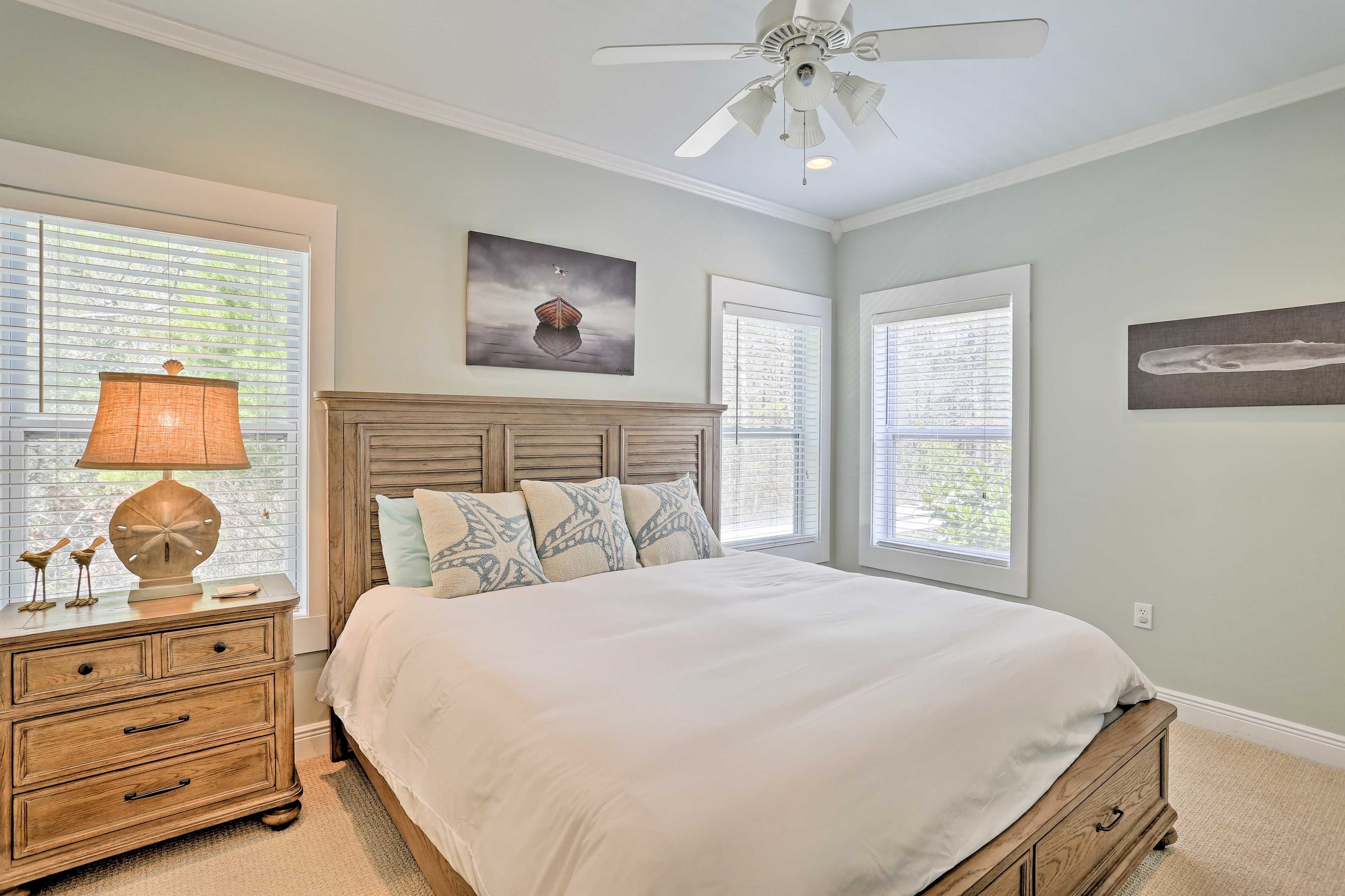 Beach-themed furnishings adorn all 3 bedrooms.