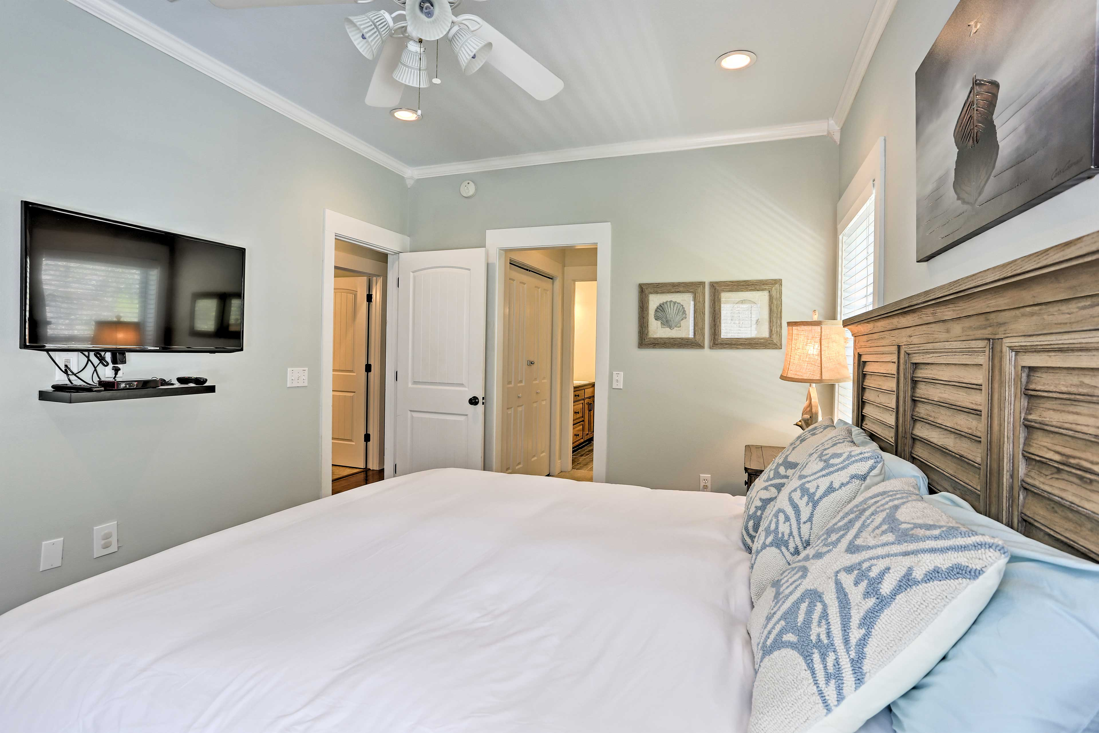 All 3 bedrooms also contain flat-screen cable TVs.
