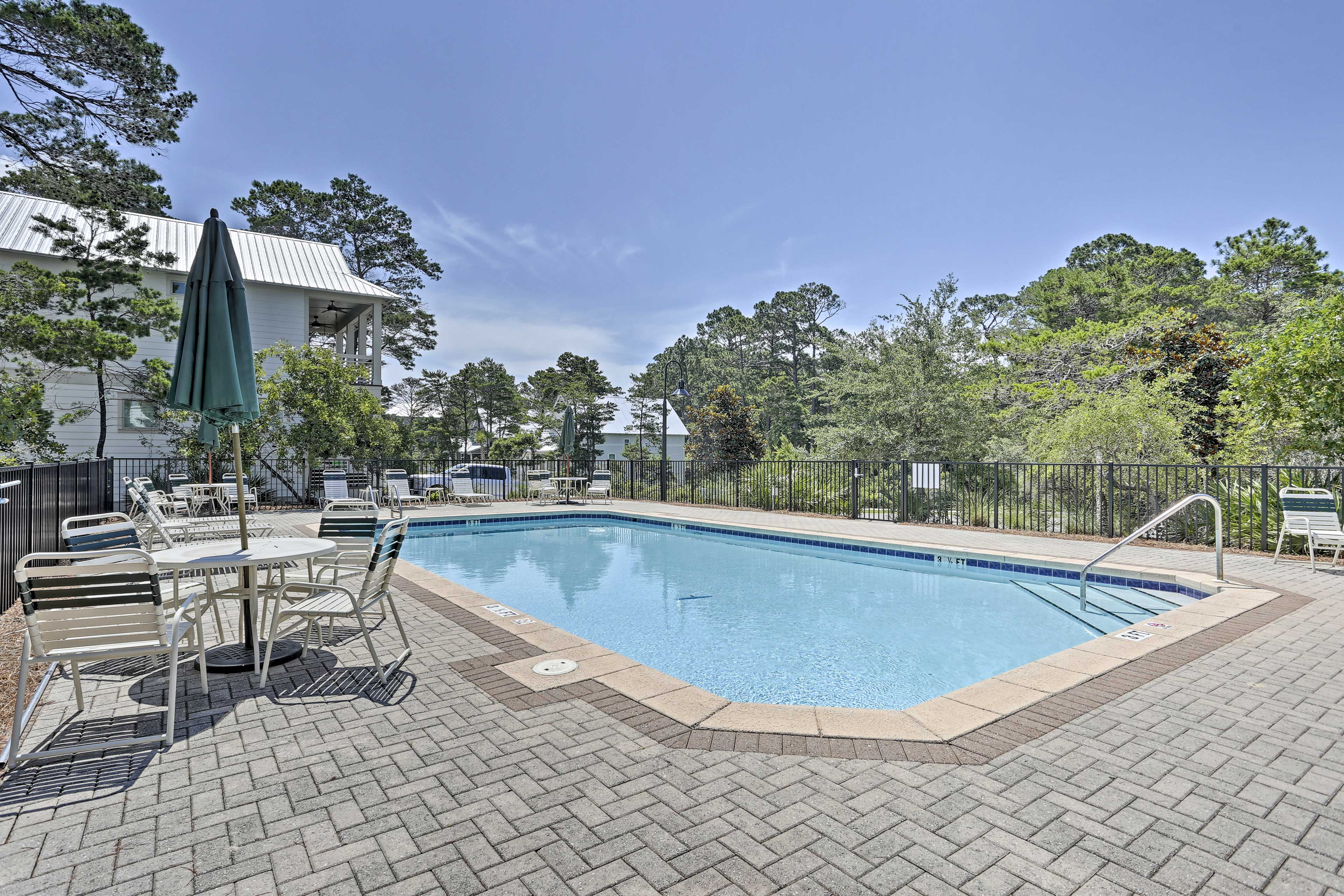 Let this charming Santa Rosa home be your new Gulf Coast escape!