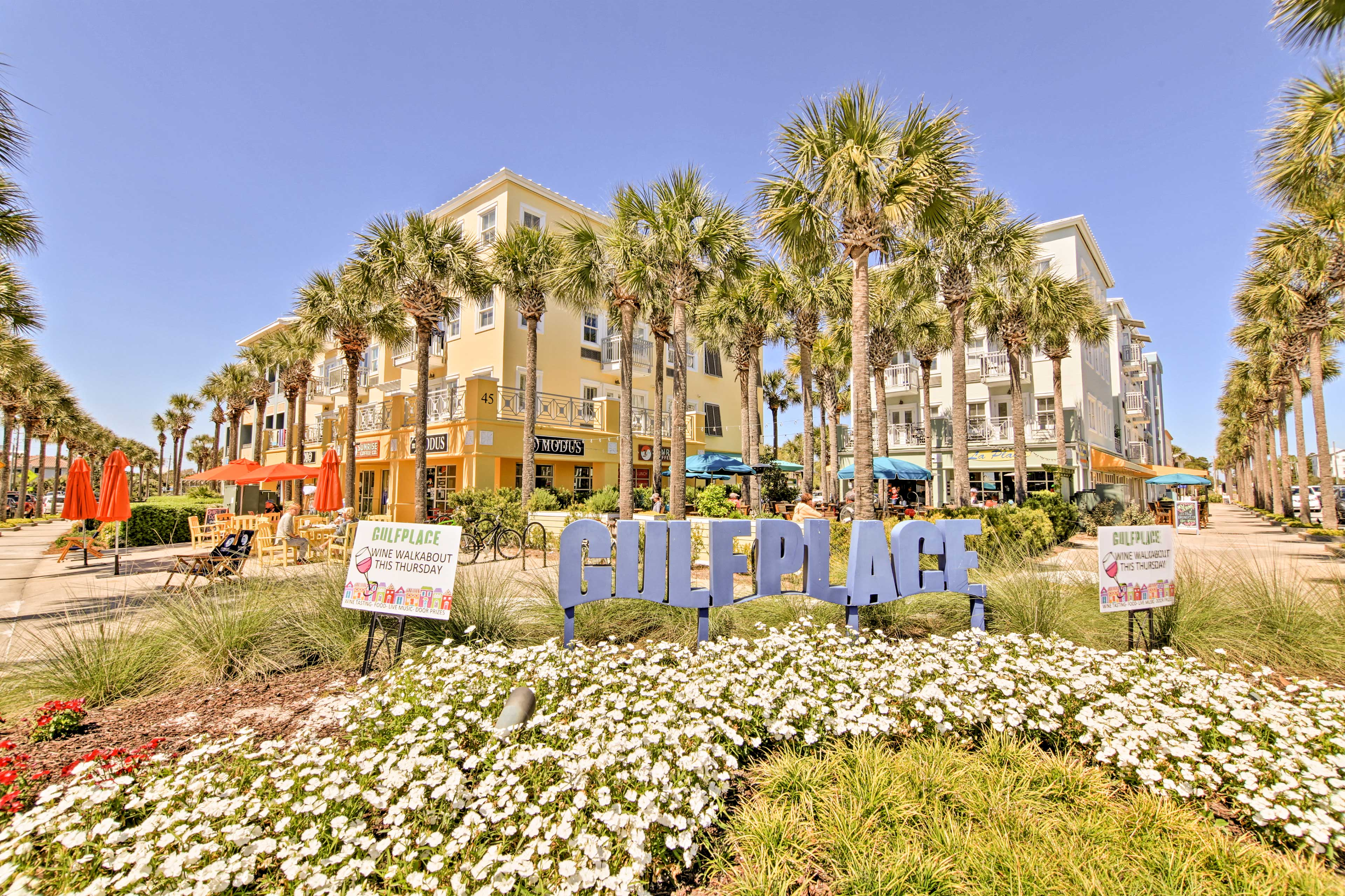 You'll find plenty of great restaurants on your 5-minute walk to the beach!