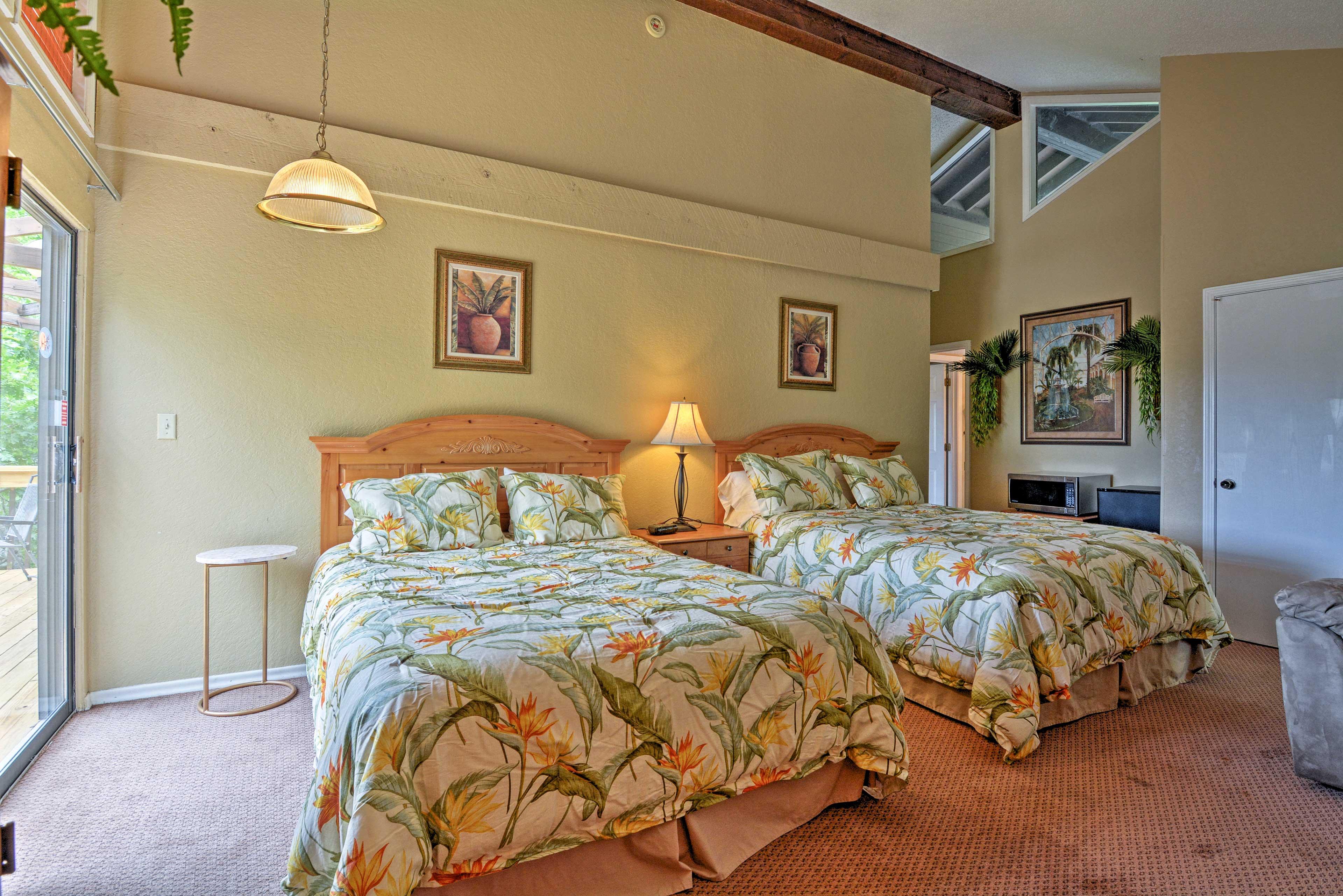 Bedroom 1 | King Bed | Queen Bed