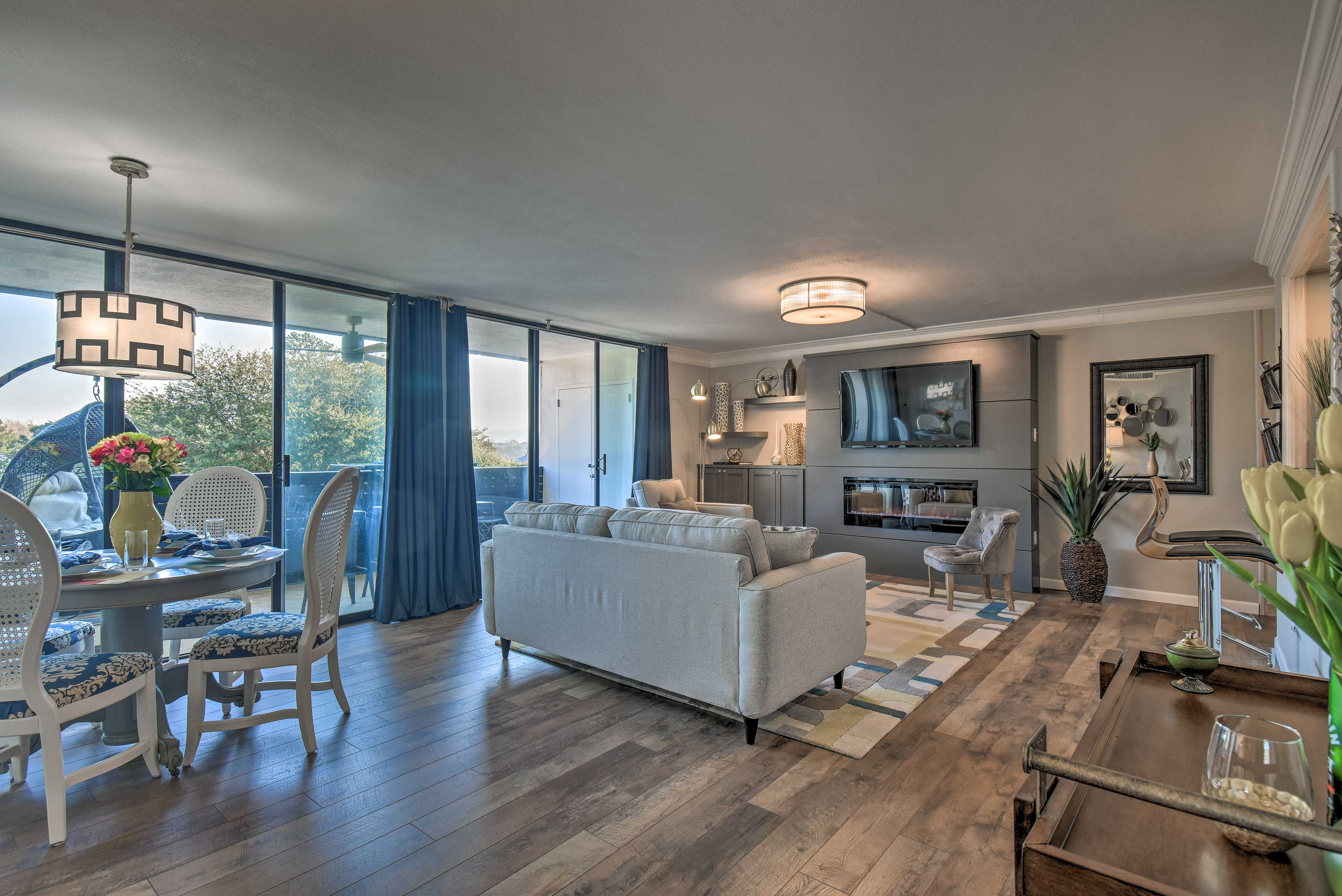 Make this bright vacation rental condo your Hot Springs home-away-from-home.