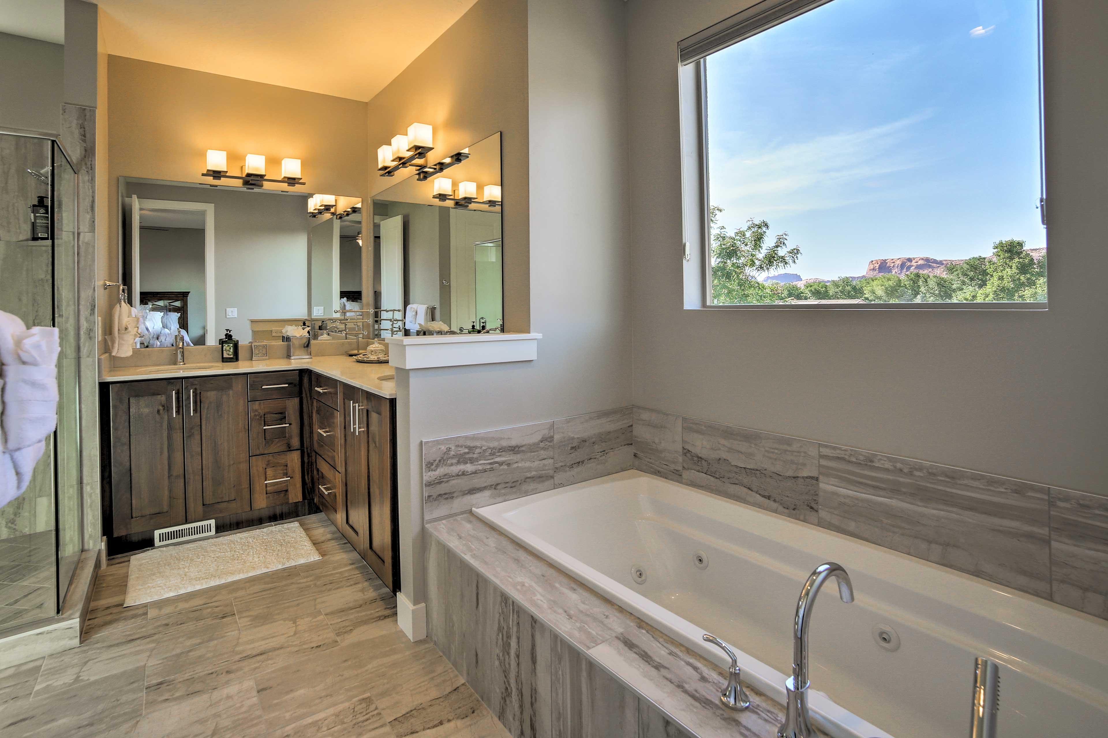 The en-suite bath features a luxurious bathtub.