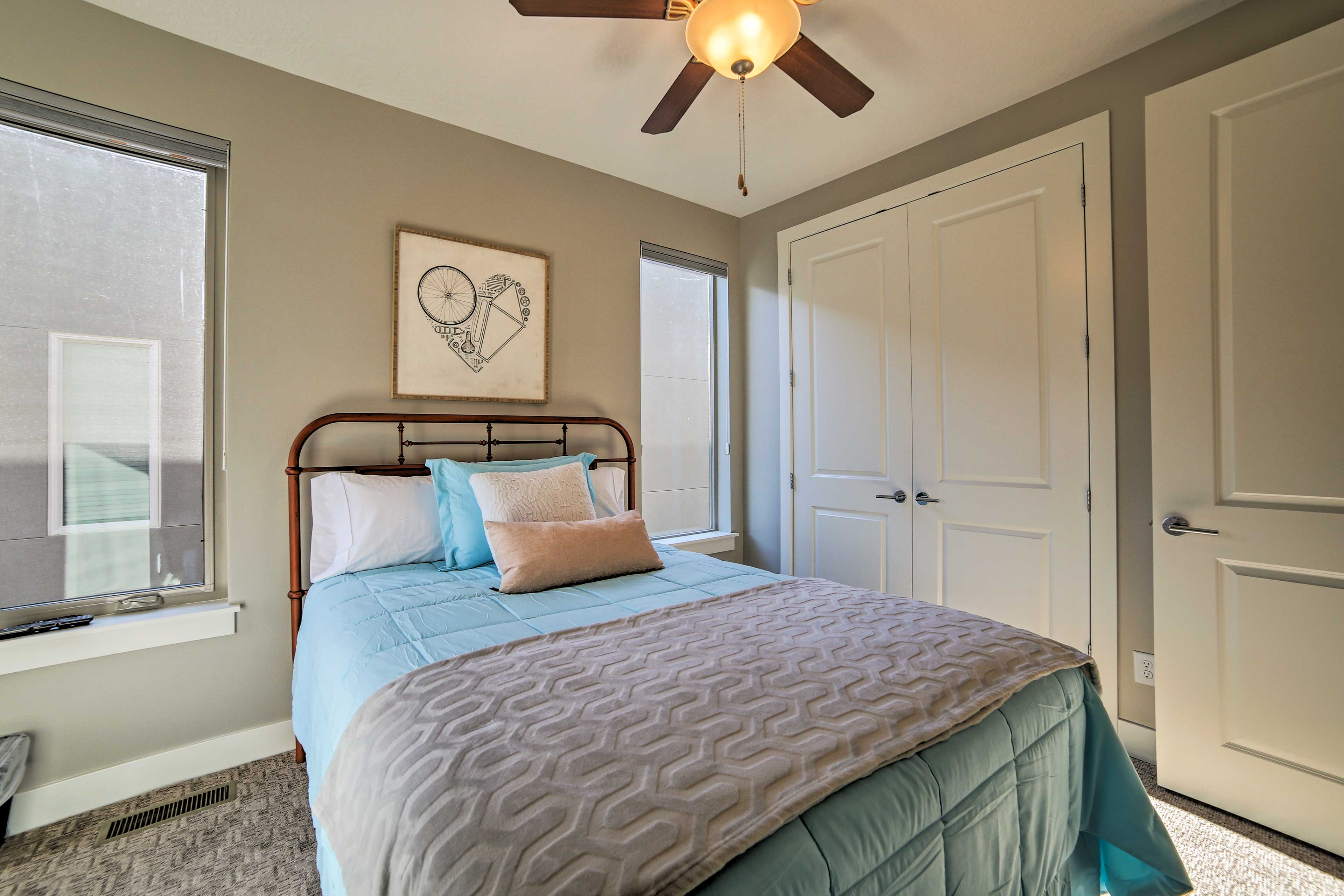 This peaceful bedroom offers a queen-sized bed and flat-screen cable TV.