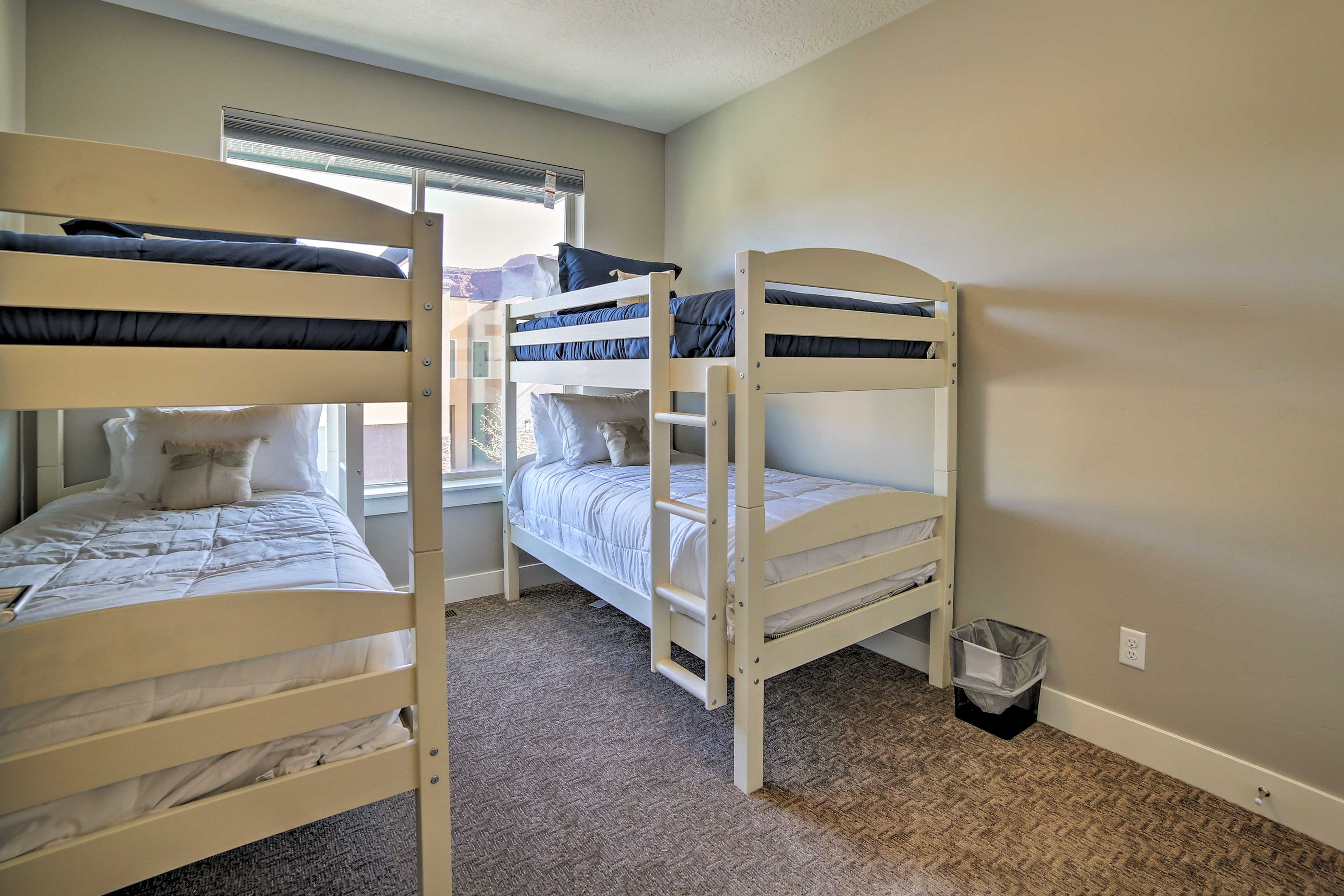The bunk room features 2 twin-over-twin bunks.