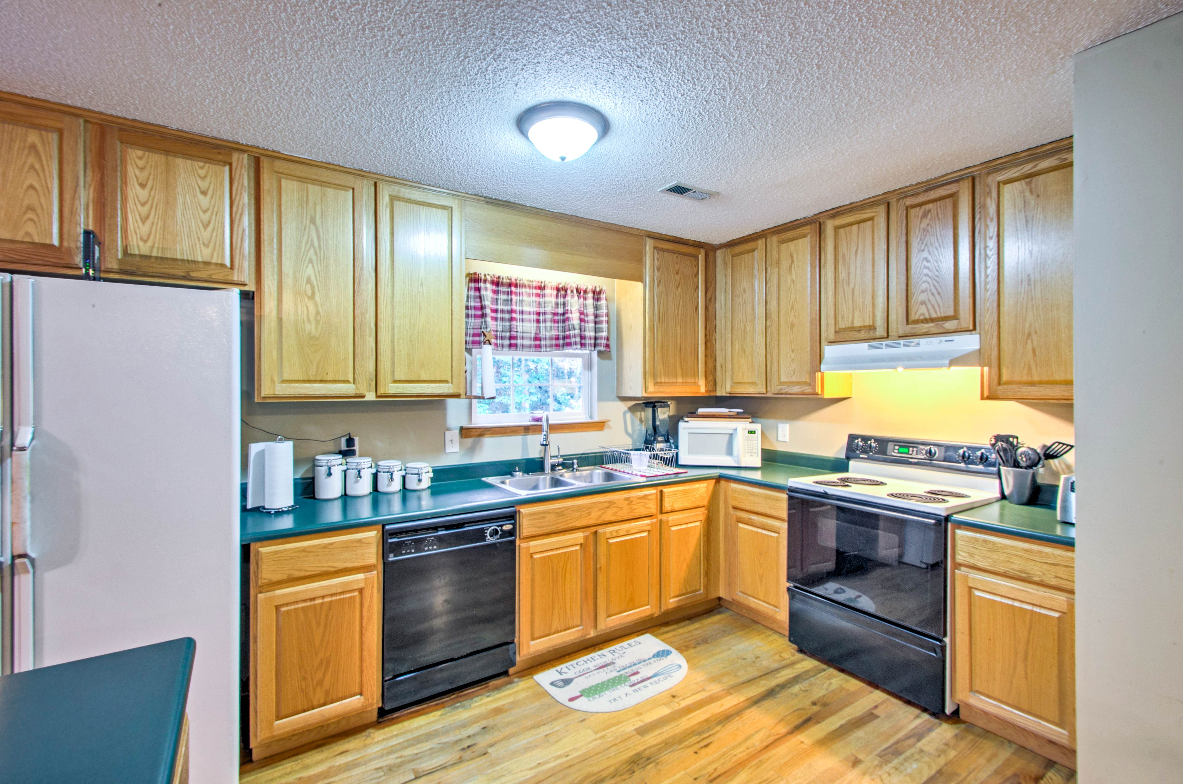 You'll find everything you need in the fully equipped kitchen.