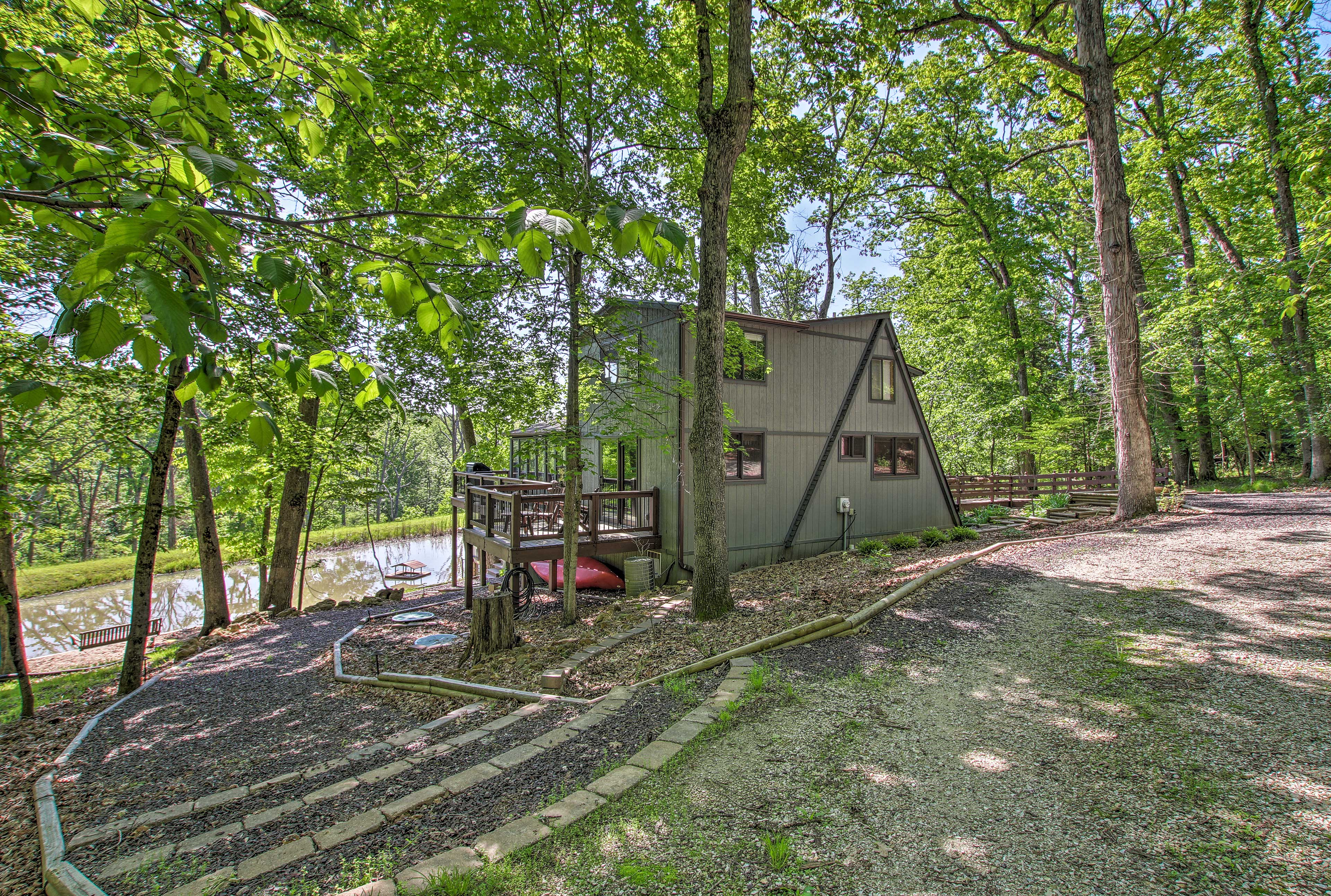 Make yourself at home in this unbeatable Innsbrook cabin!