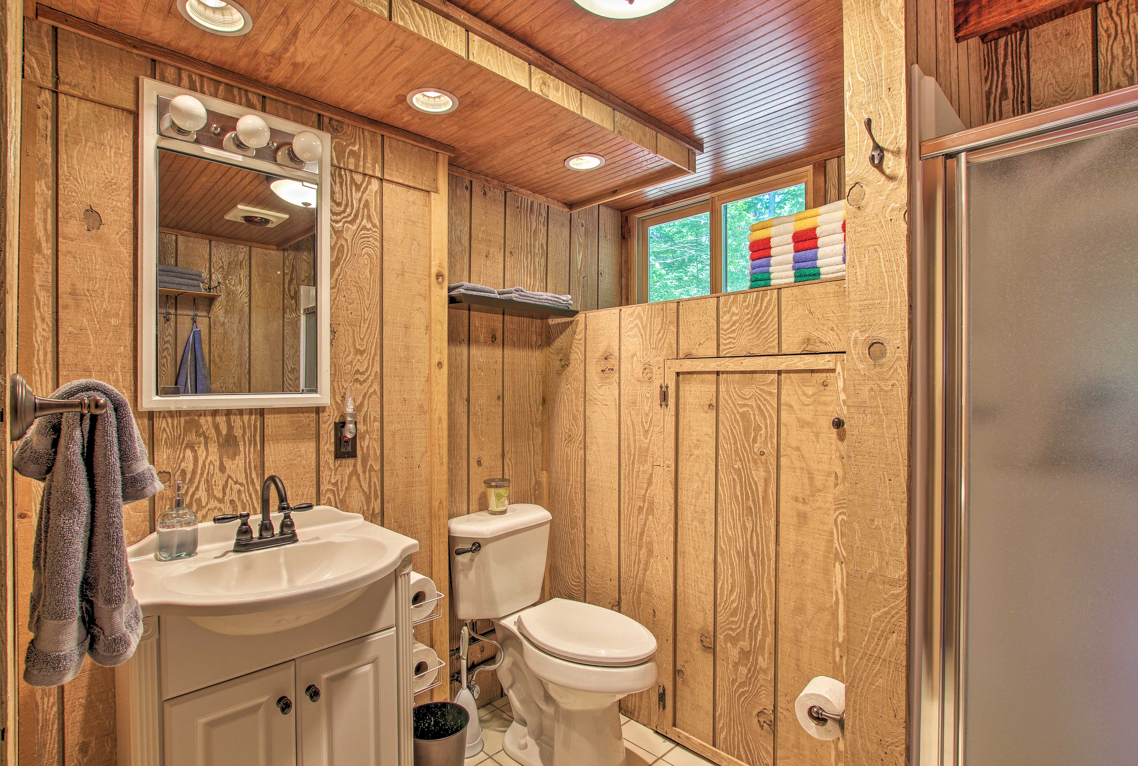 The property includes 2 bathrooms.