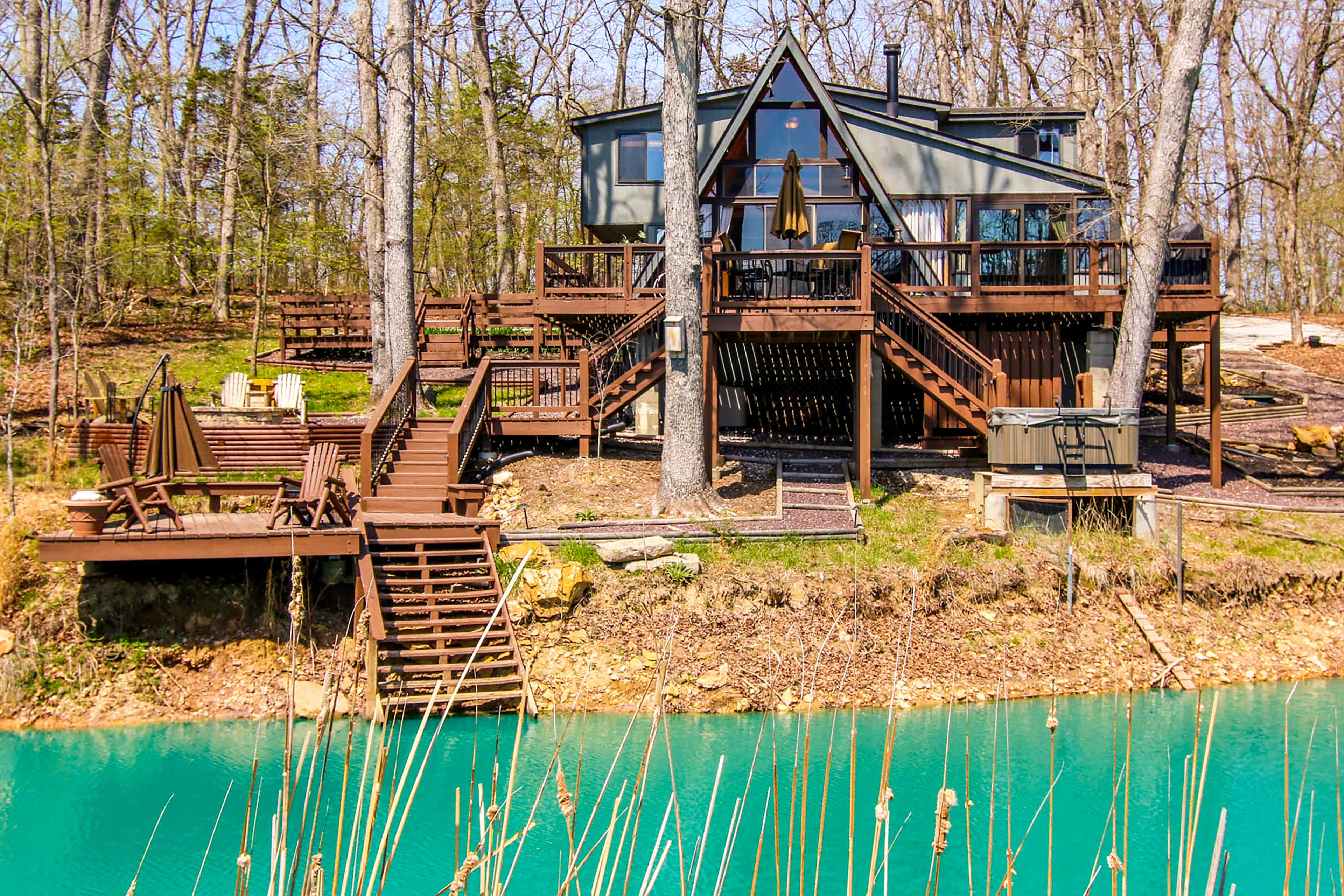 Find your paradise in Innsbrook at this cozy cabin by the lake!