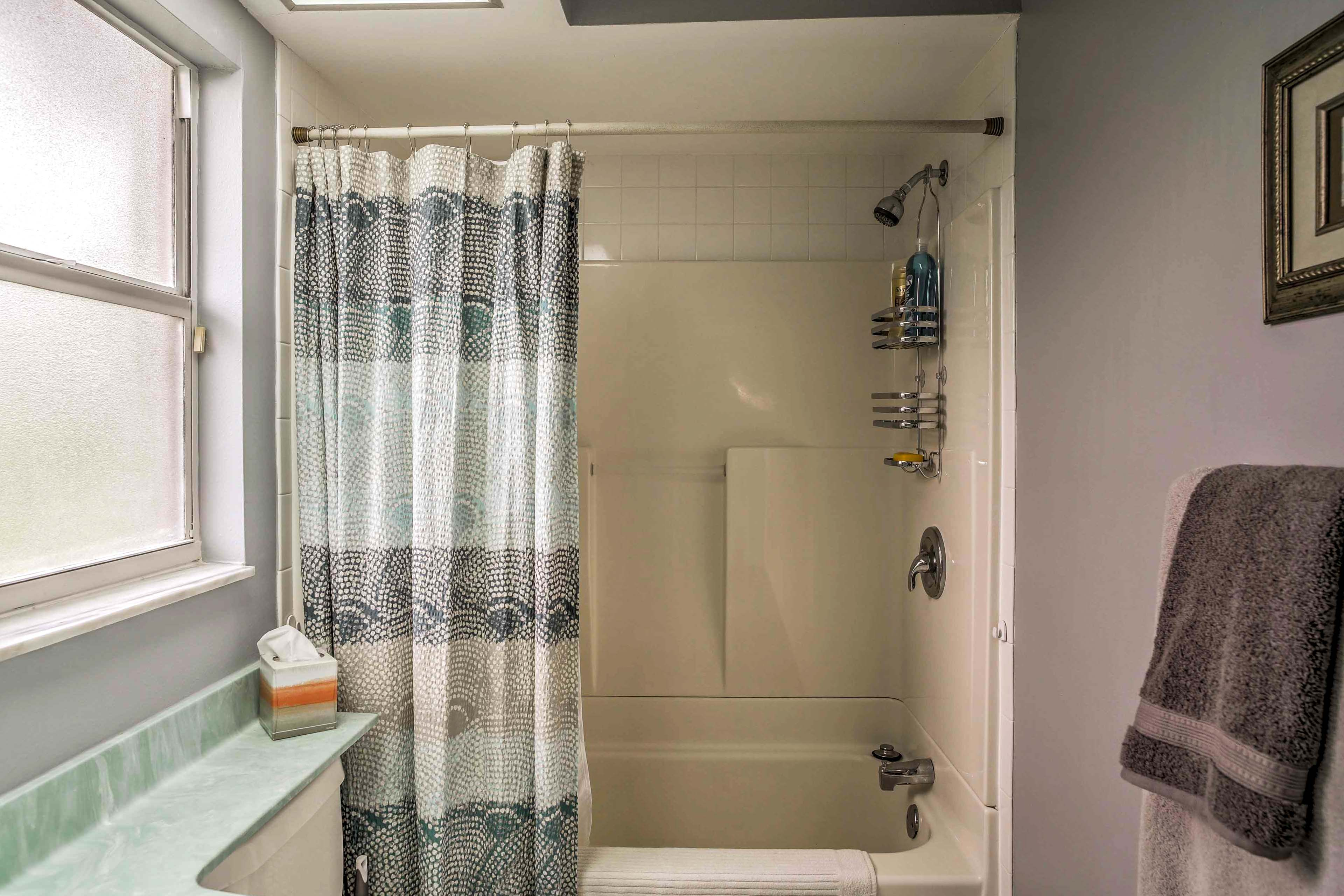 You'll find a shower/tub combo in the second bathroom.