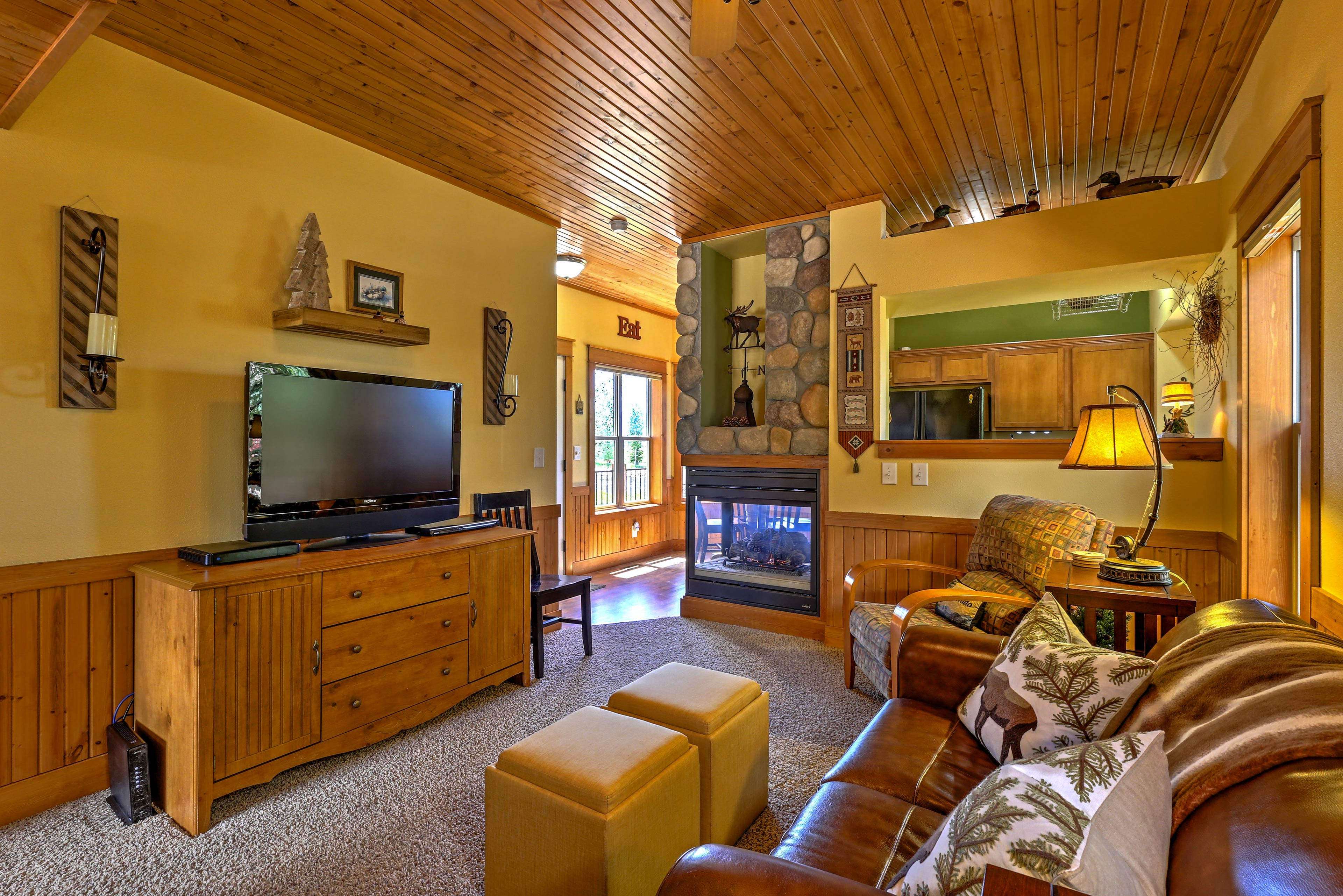 After a day on the slopes, thaw out beside the gas fireplace.