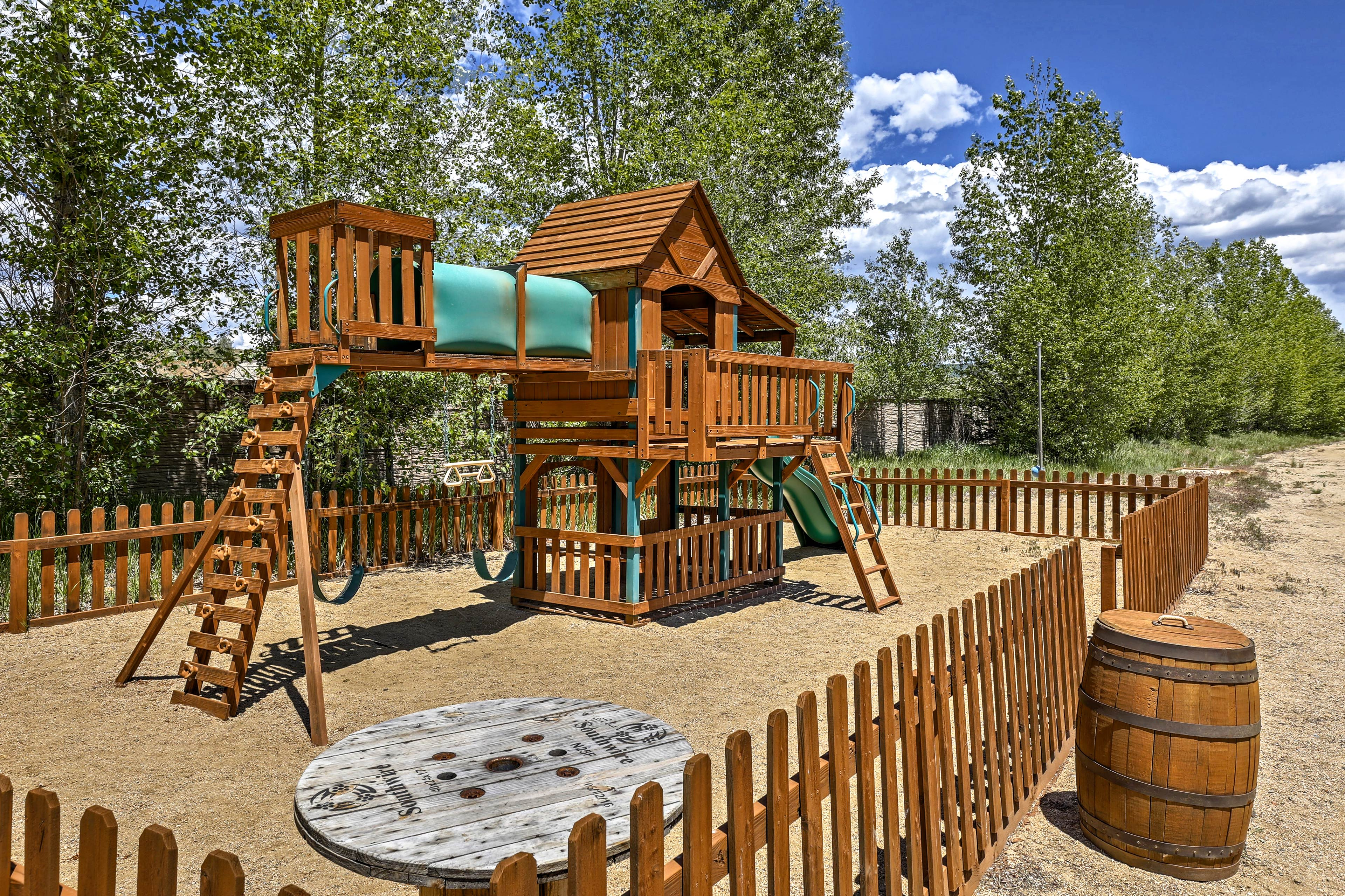 The Edgewater Resort features a large treehouse and swing set.