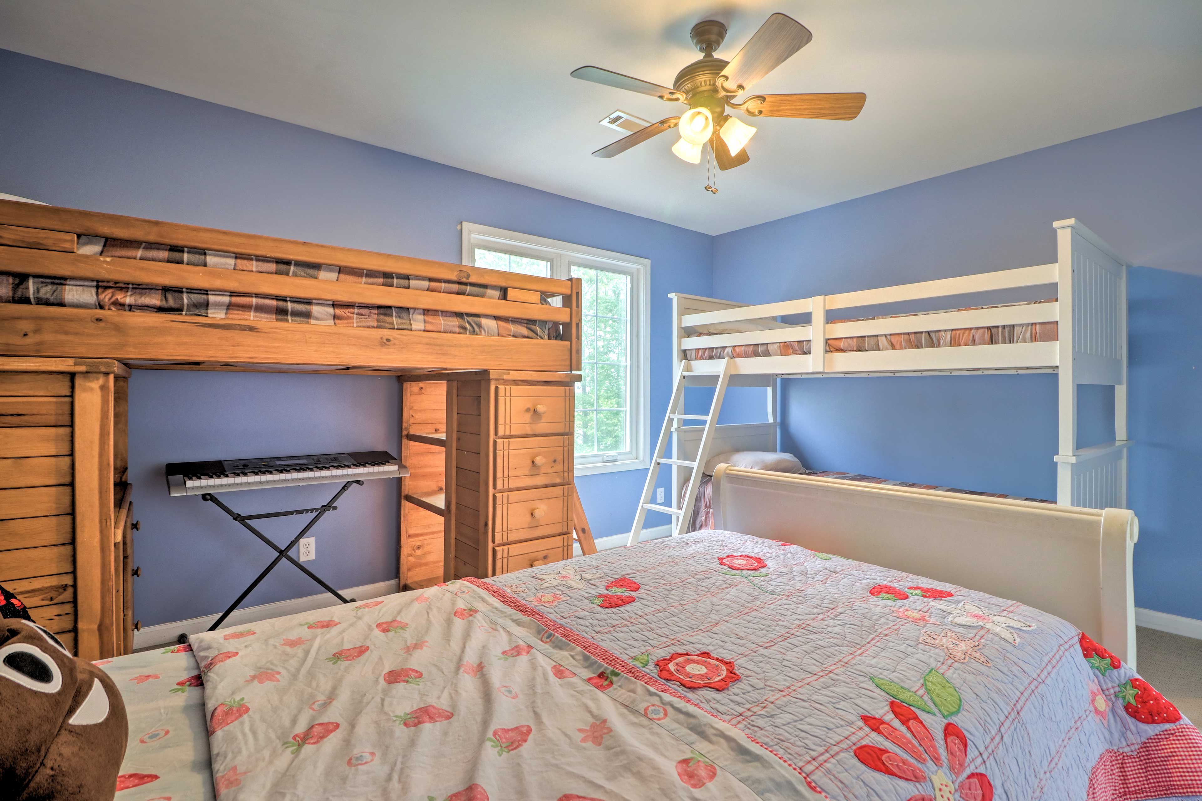 Three guests can sleep in 1 of 3 twin beds, 2 of which are lofted.