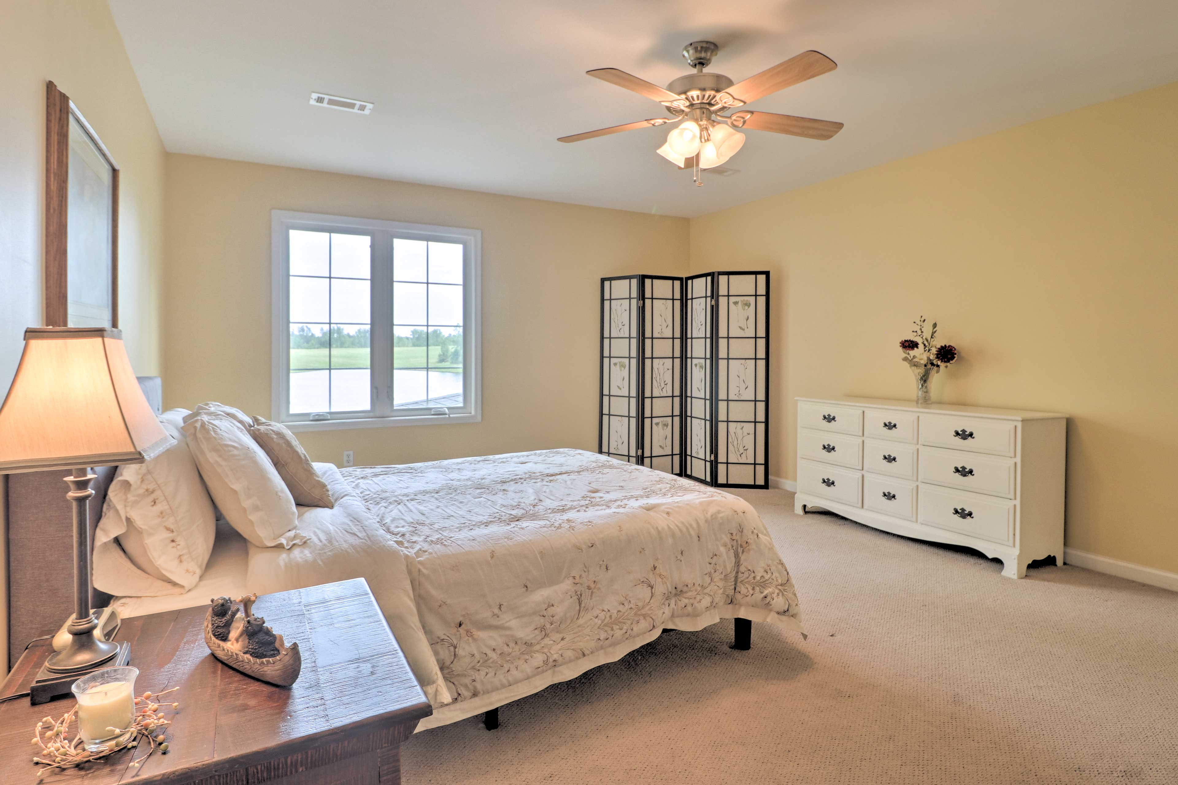 The second master bedroom features a queen bed for 2.