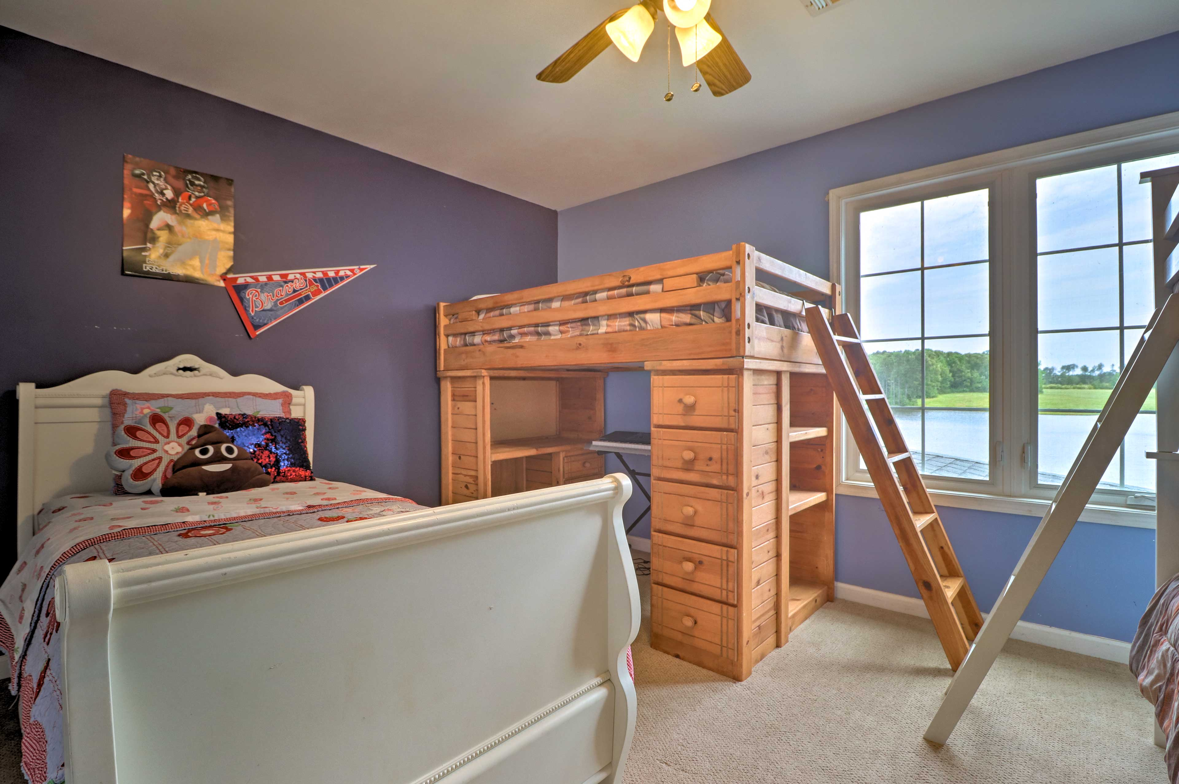With ample sleeping arrangements, this bedroom is great for kids!