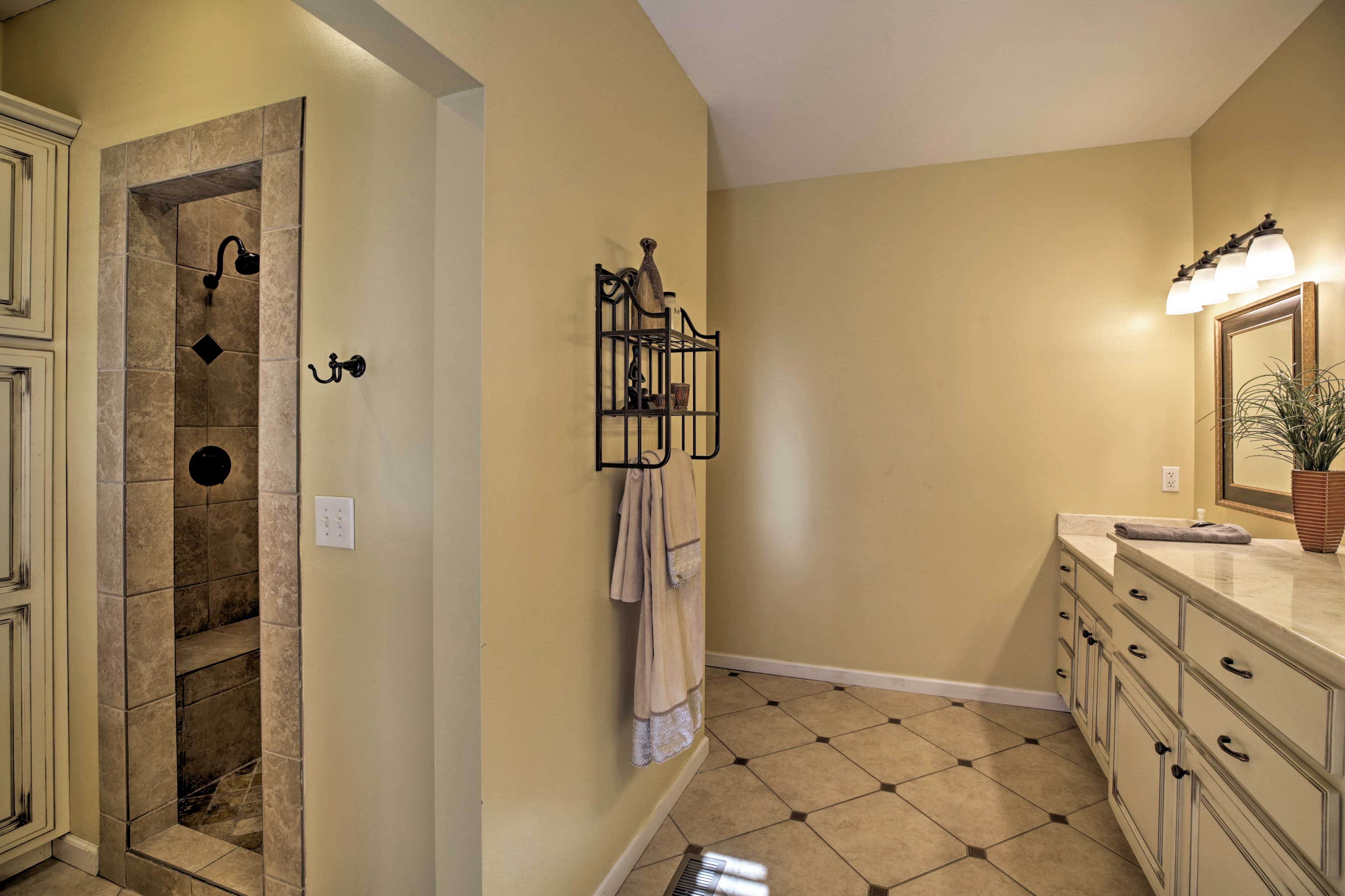 You'll love the walk-in shower, boasting 2 shower heads!