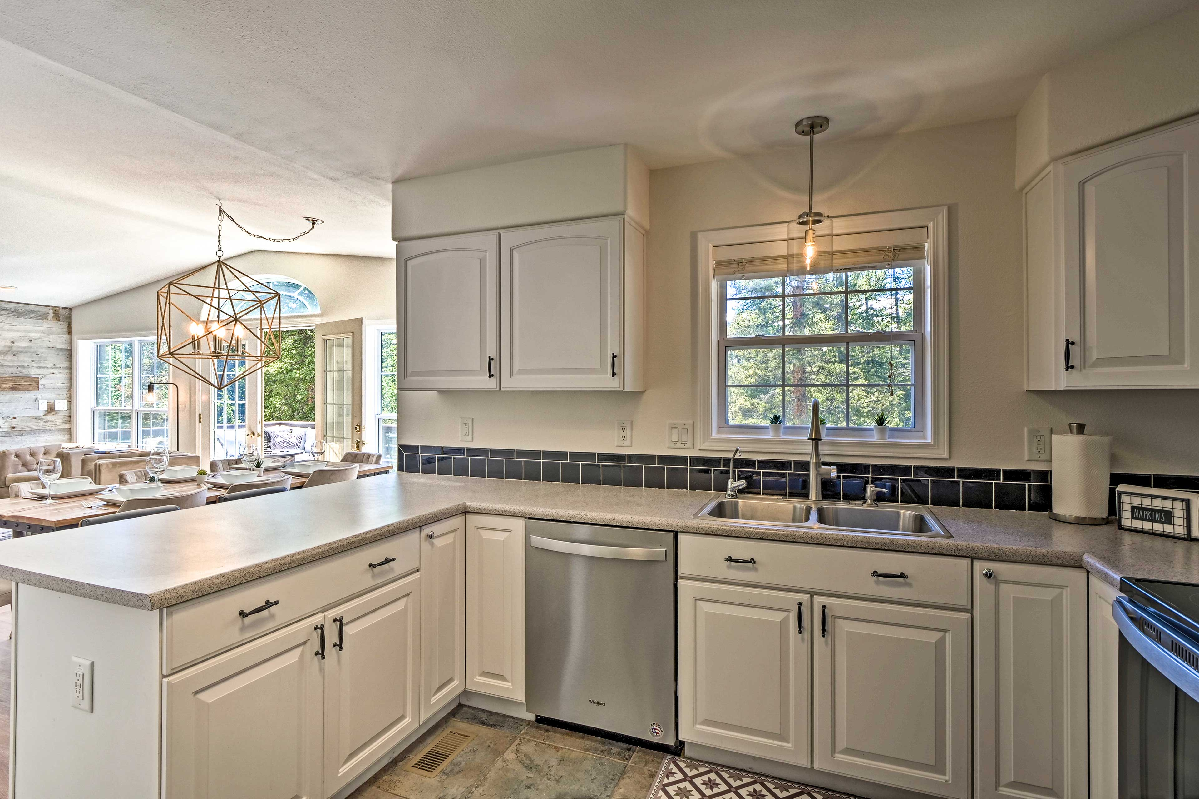 Fully Equipped Kitchen   New Appliances