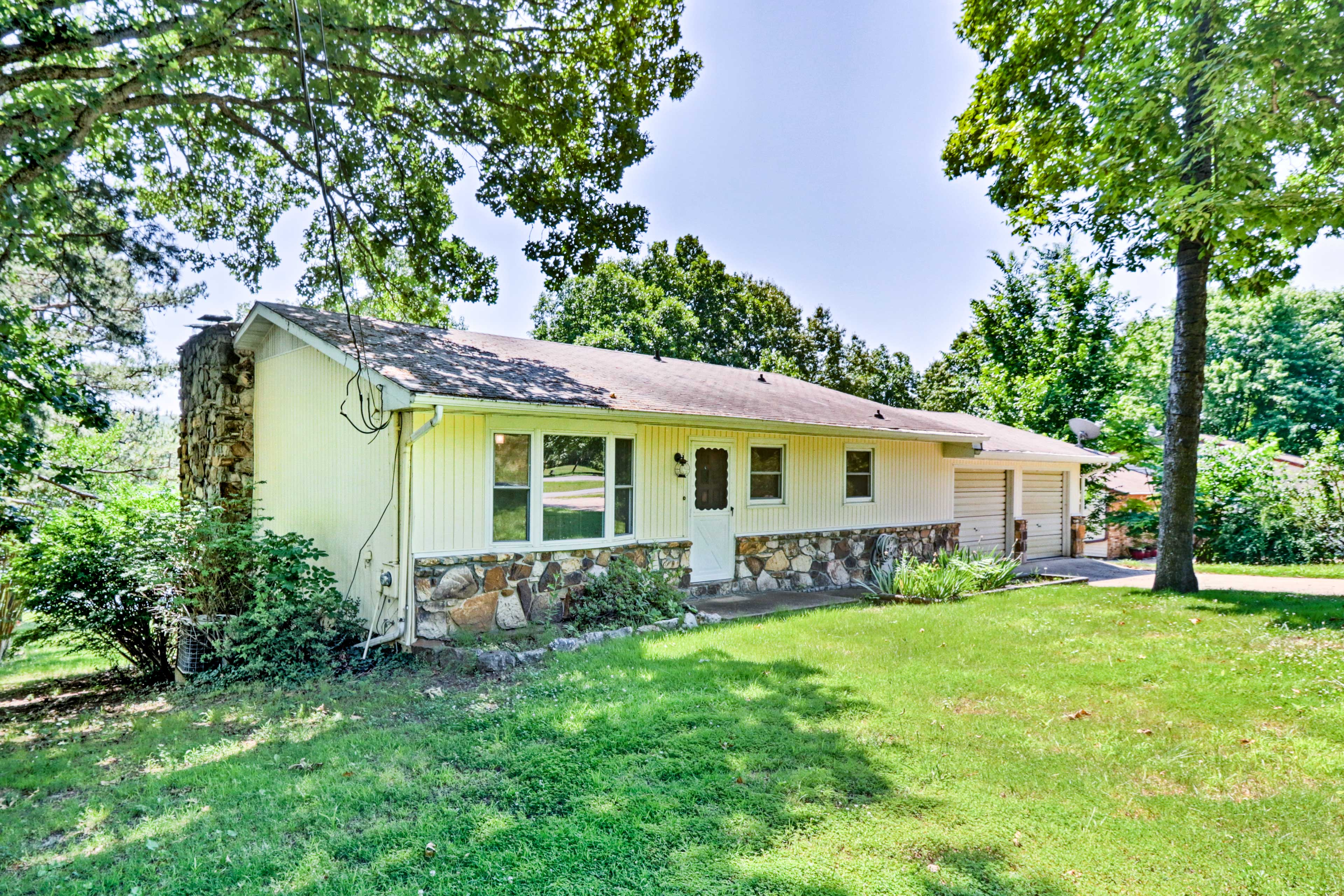 Make yourself at home in this Ozark oasis!