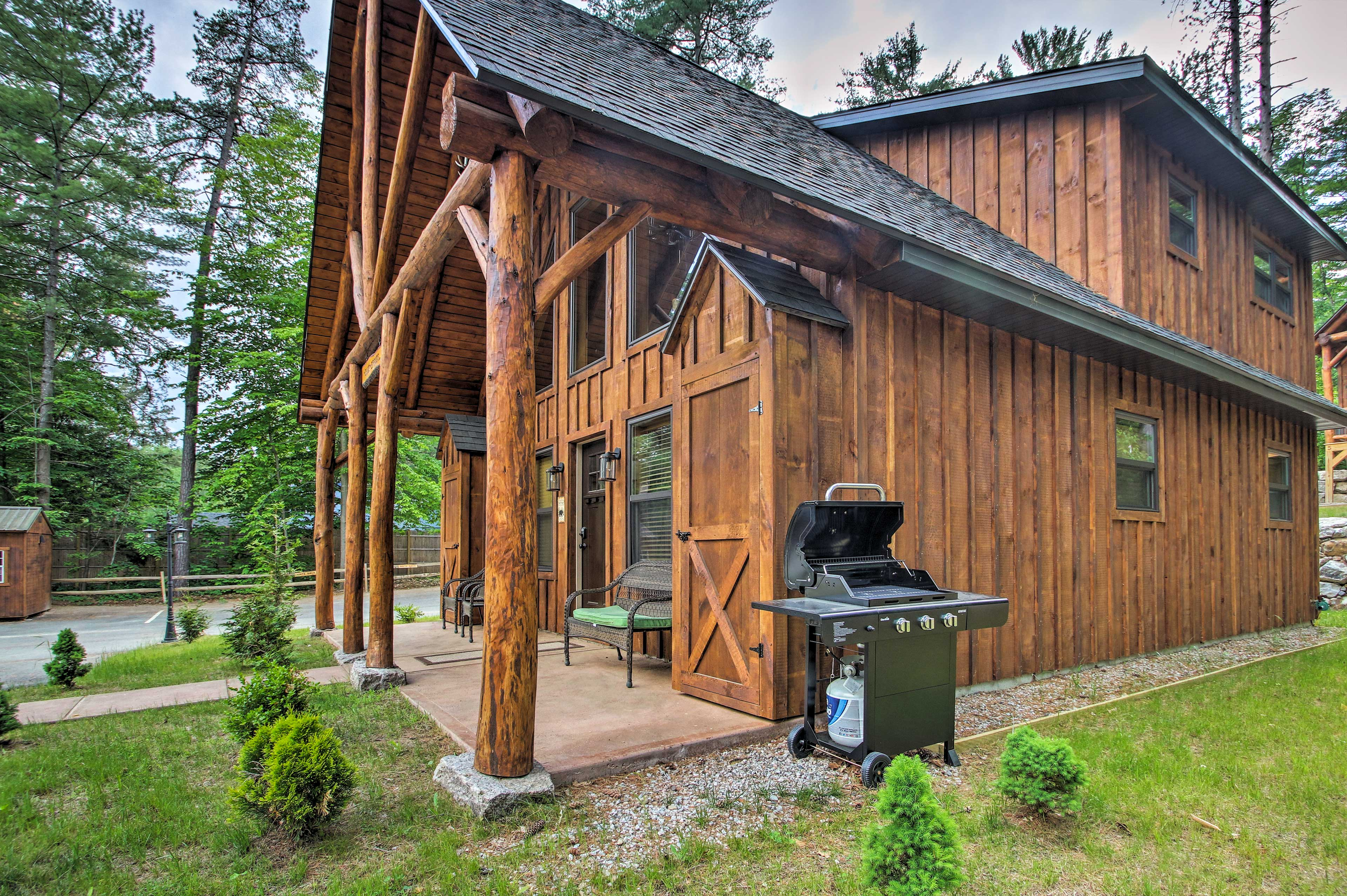 Fall in love with this mountain gem while cooking out on the gas grill!