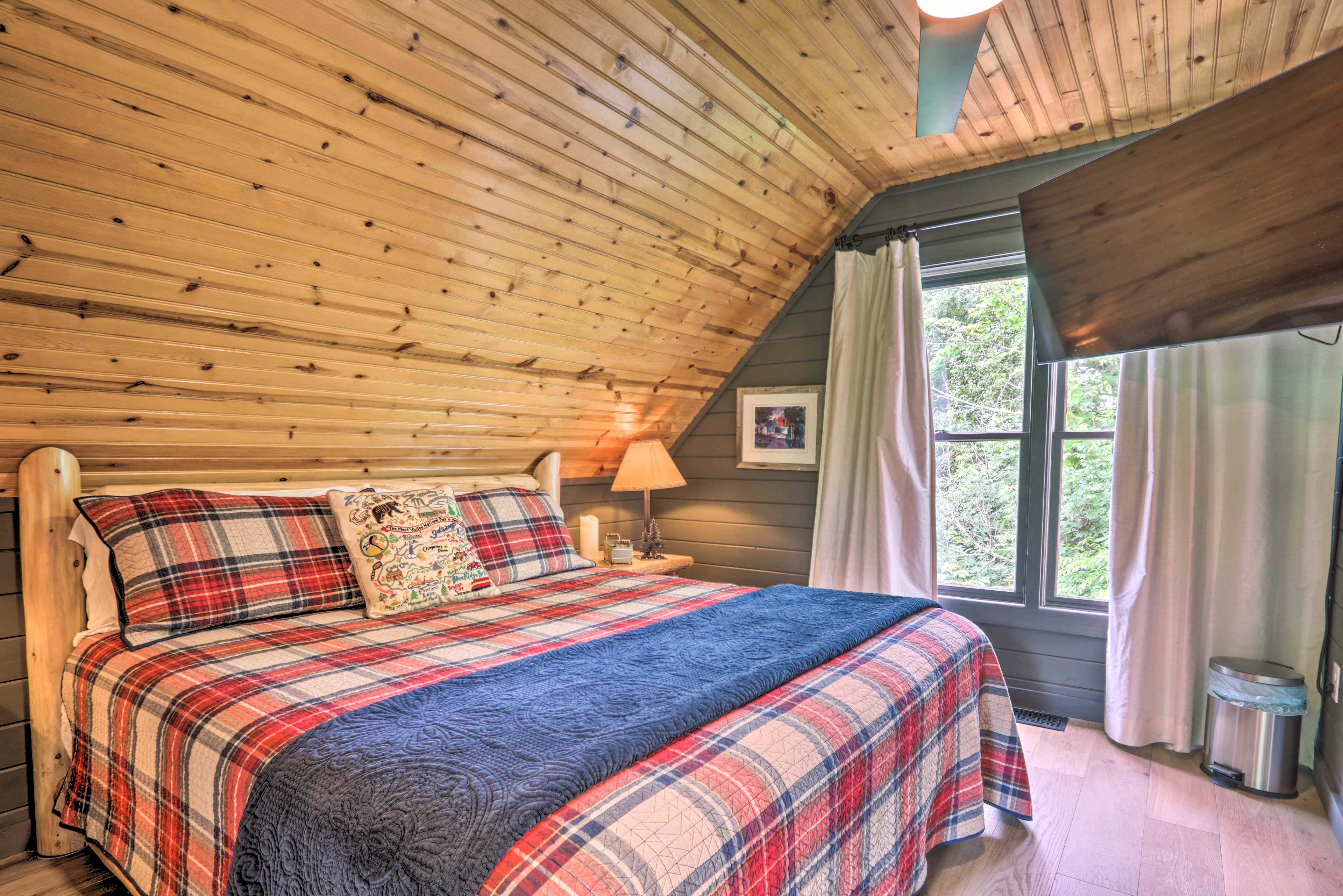 Bedroom 2 (Loft)   King Bed