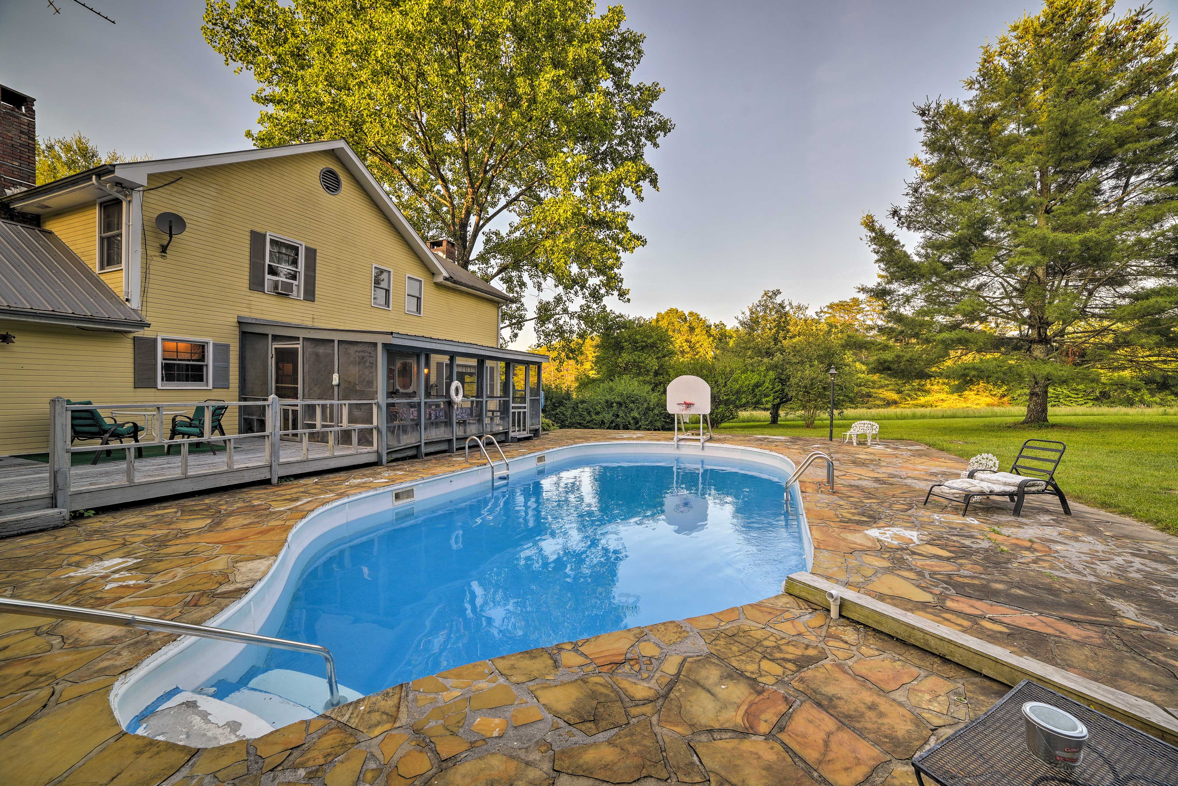 Book your Tennessee trip to this expansive 4-bedroom, 2.5-bath vacation rental!
