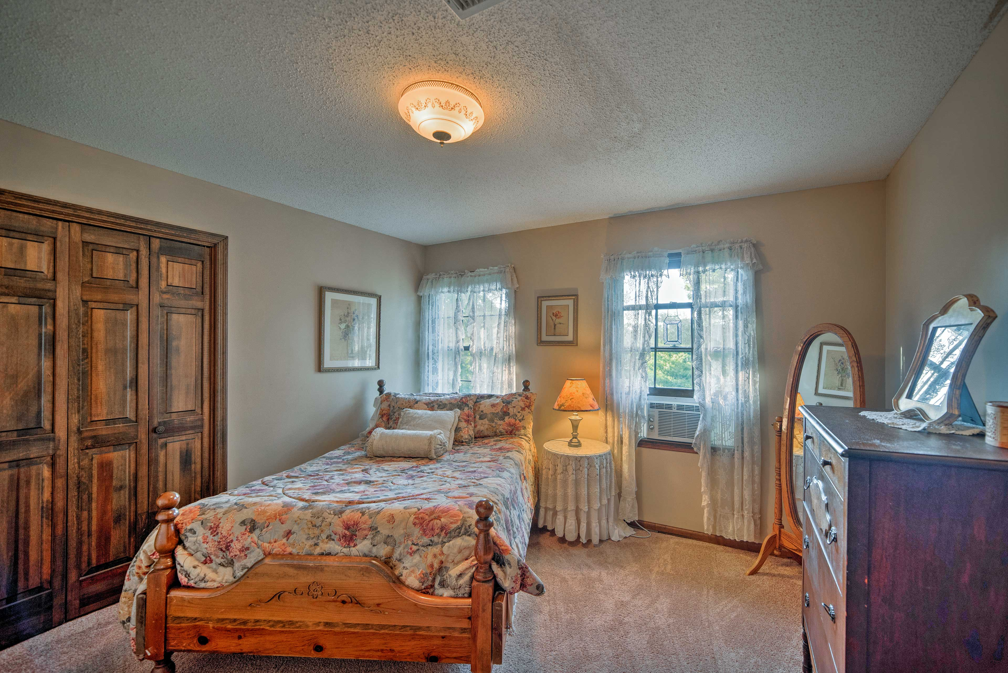 The second bedroom has a comfortable full bed.