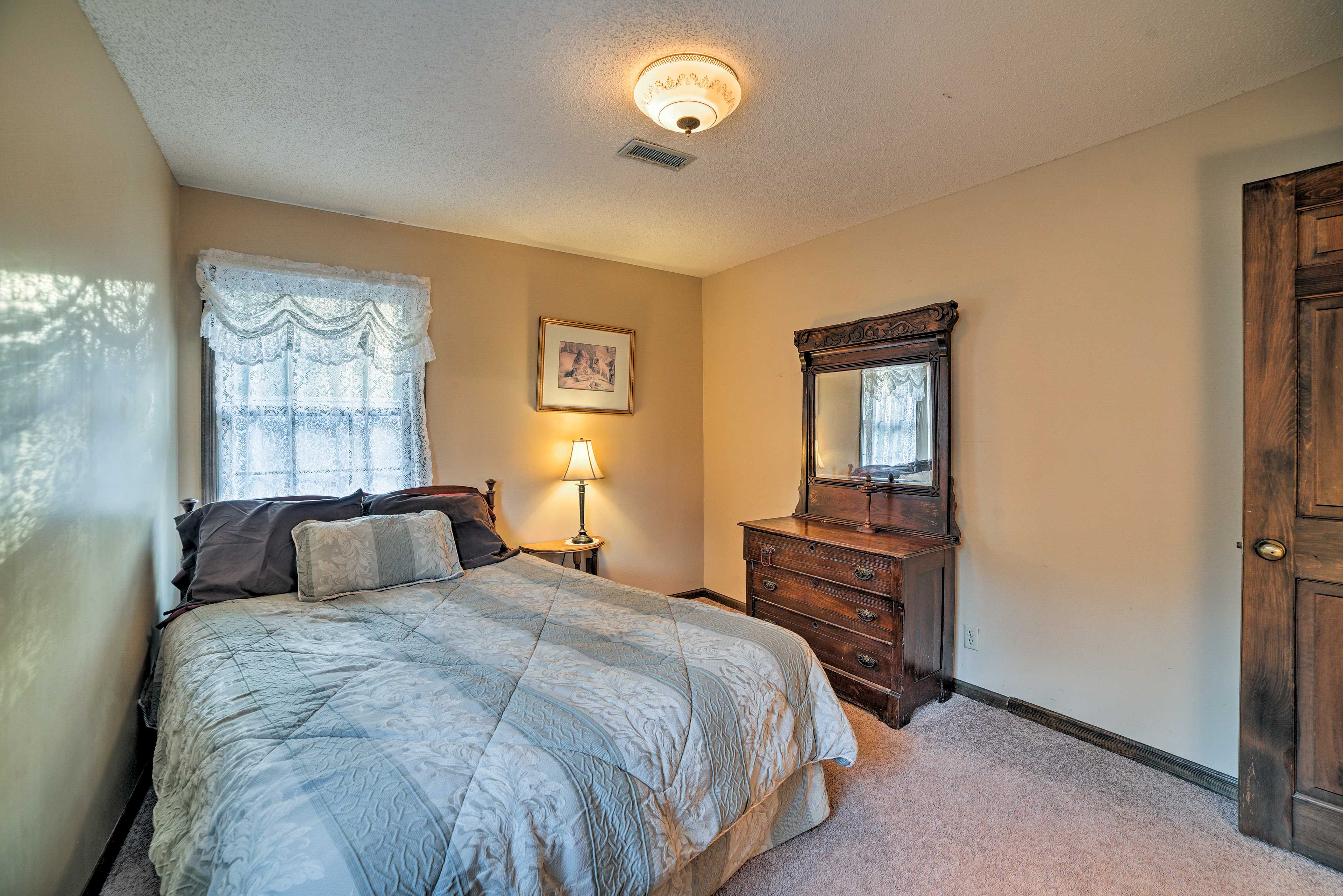 The fourth and final bedroom has a comfortable full mattress.