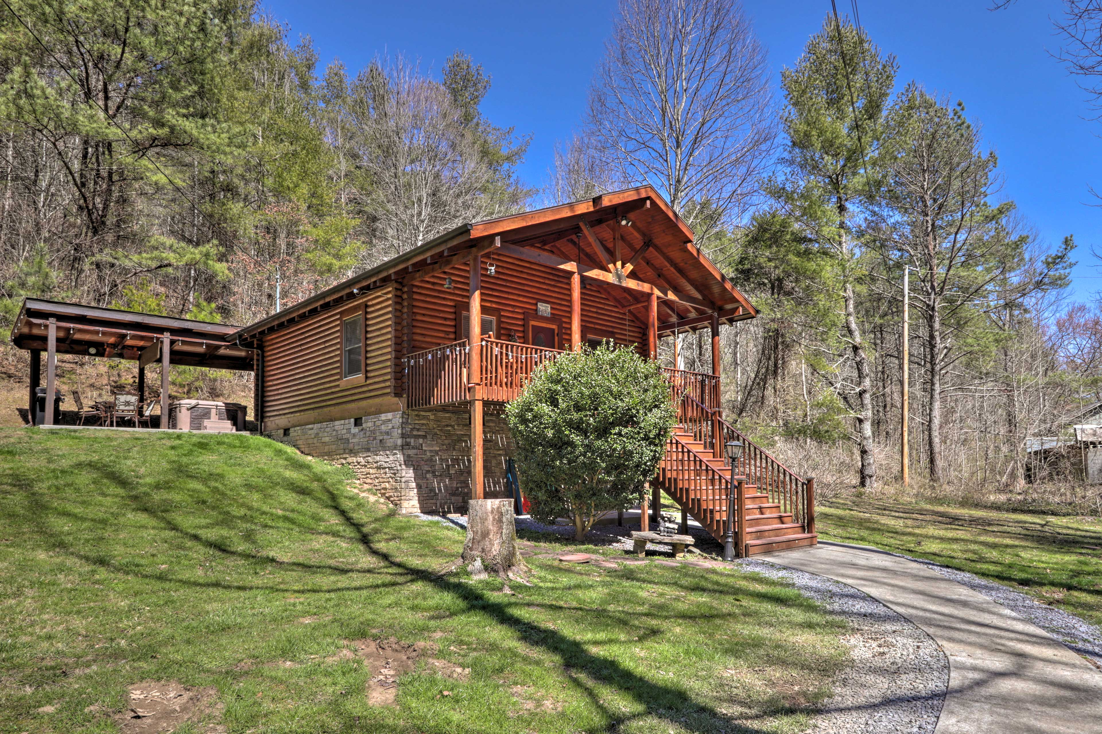 Sevierville Vacation Rental   2BR   1BA   730 Sq Ft   Stairs Required