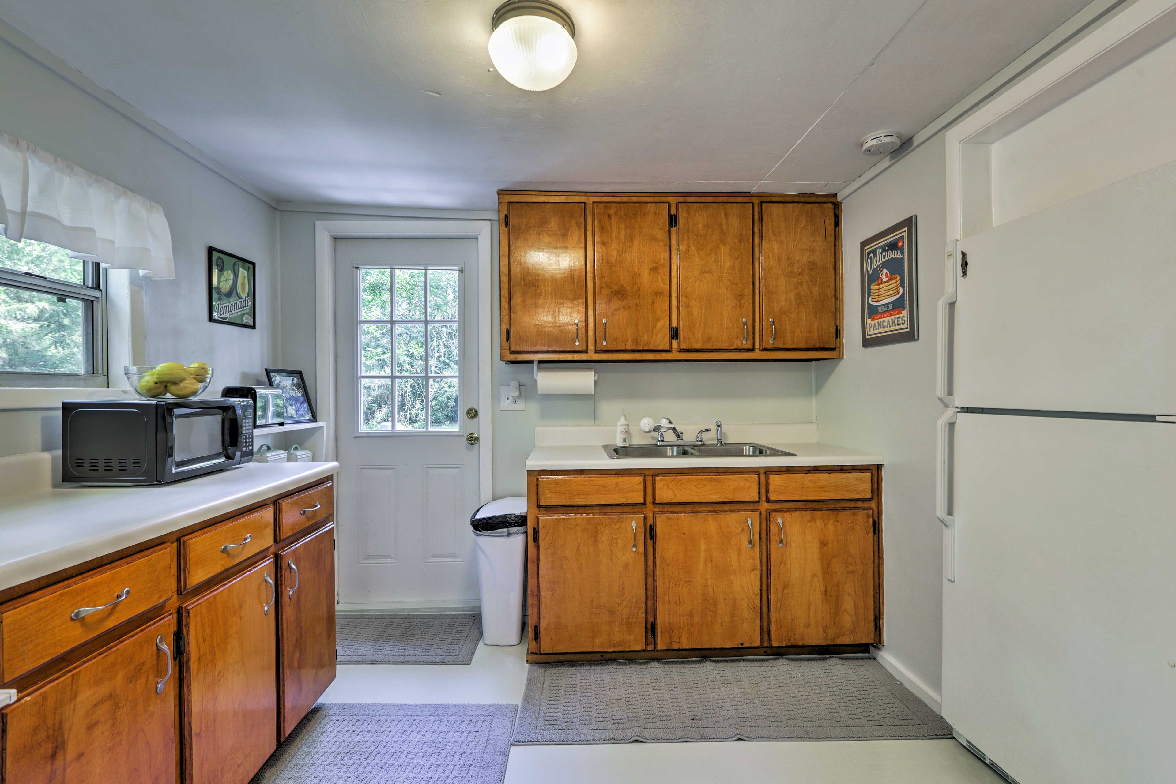 This kitchen comes fully equipped!