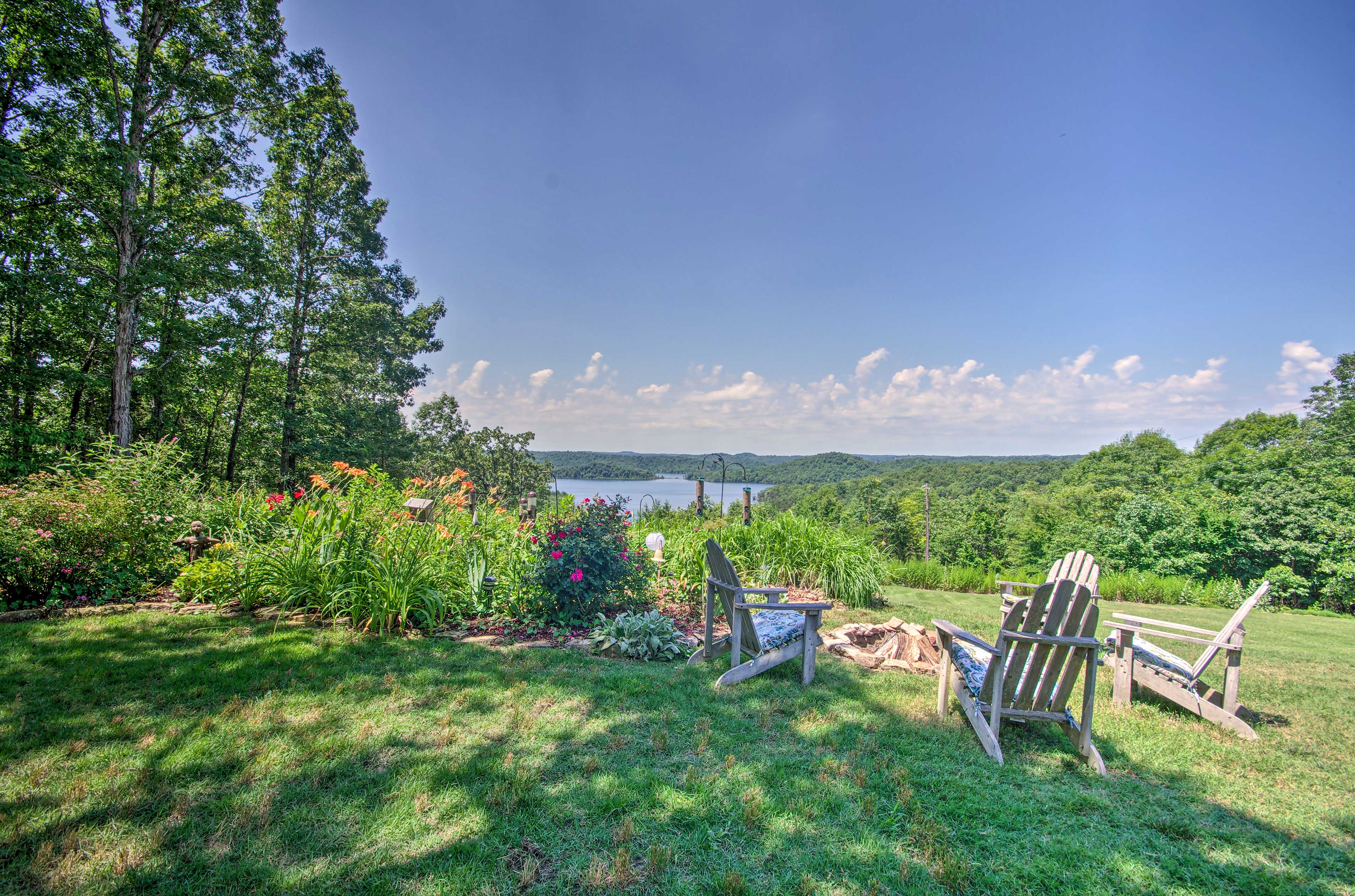 Fall in love with this Norfork Lake vacation rental apartment!